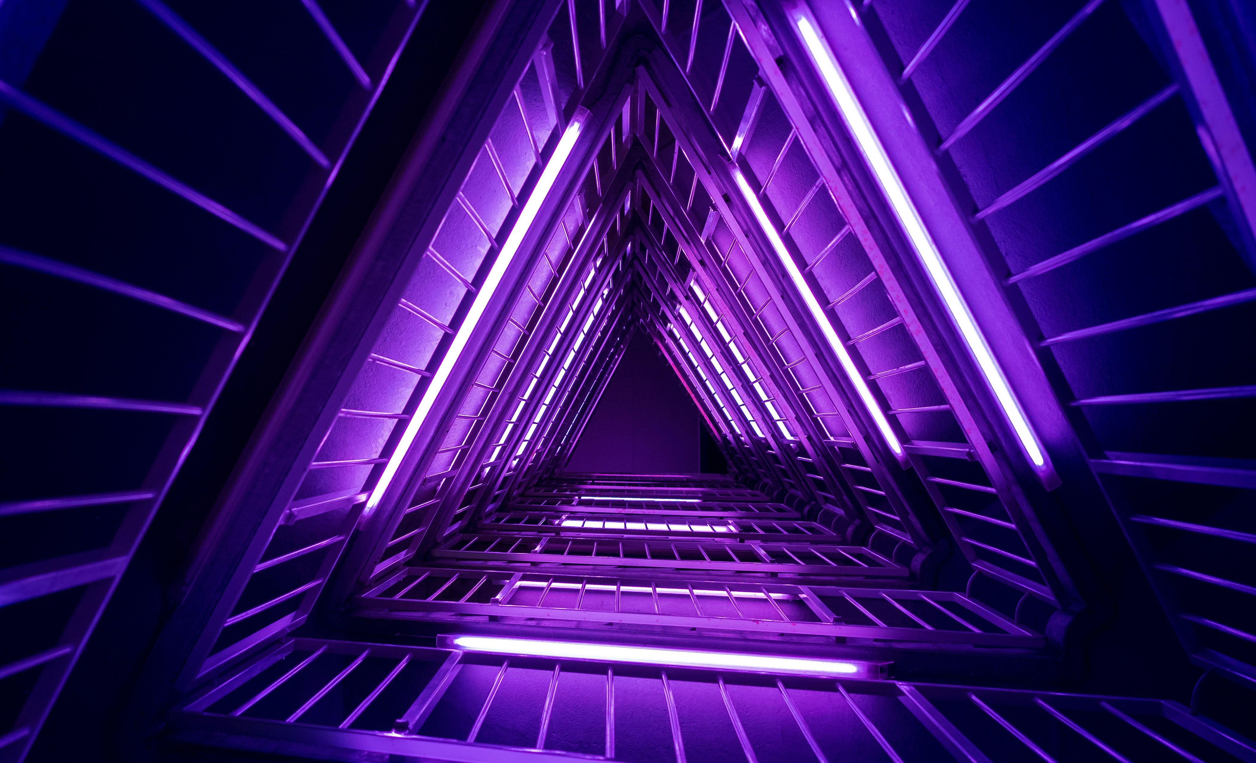 Fondos de pantalla 3d Abstracto luces moradas neón triangulo