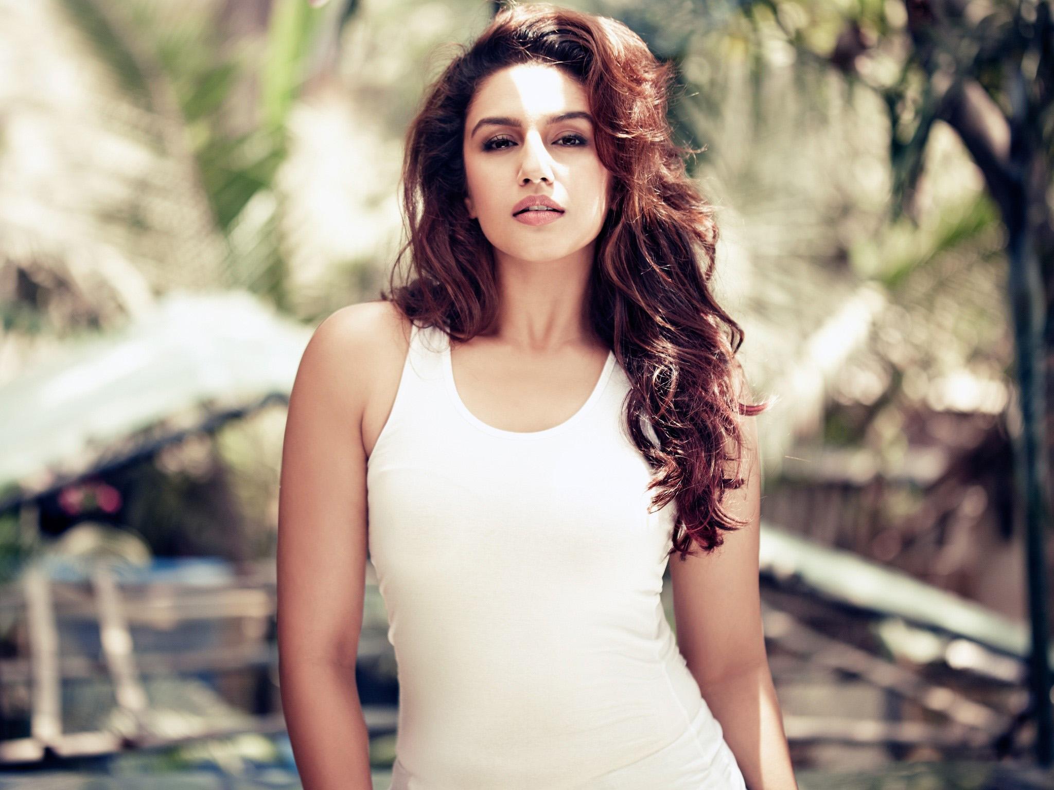 Wallpaper Actress Huma Gureshi