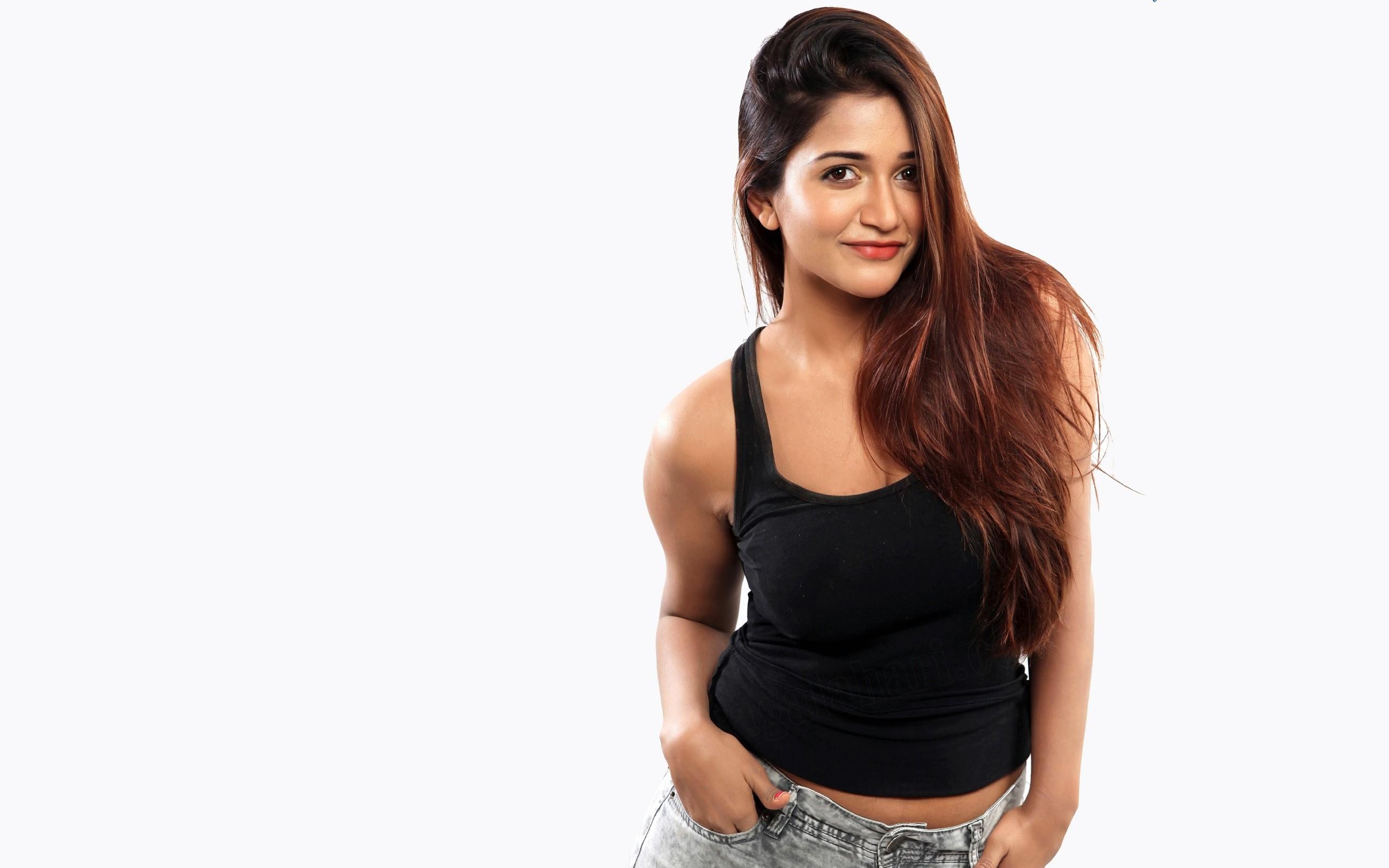 Wallpaper Actress Anaika Soti