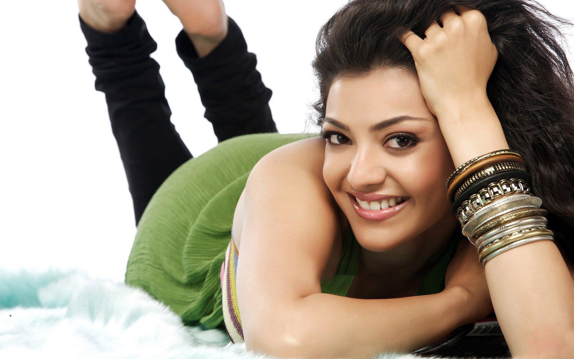 Fondos de pantalla Actriz Kajal Telugu
