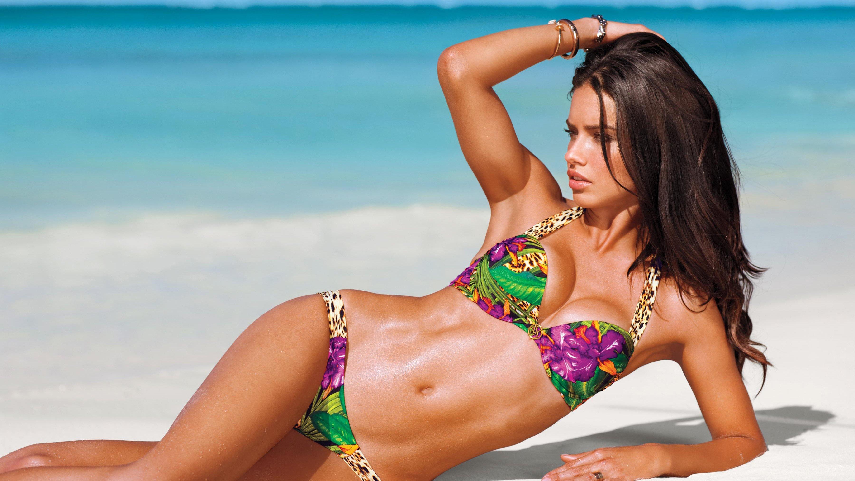 Wallpaper Adriana Lima Bikini