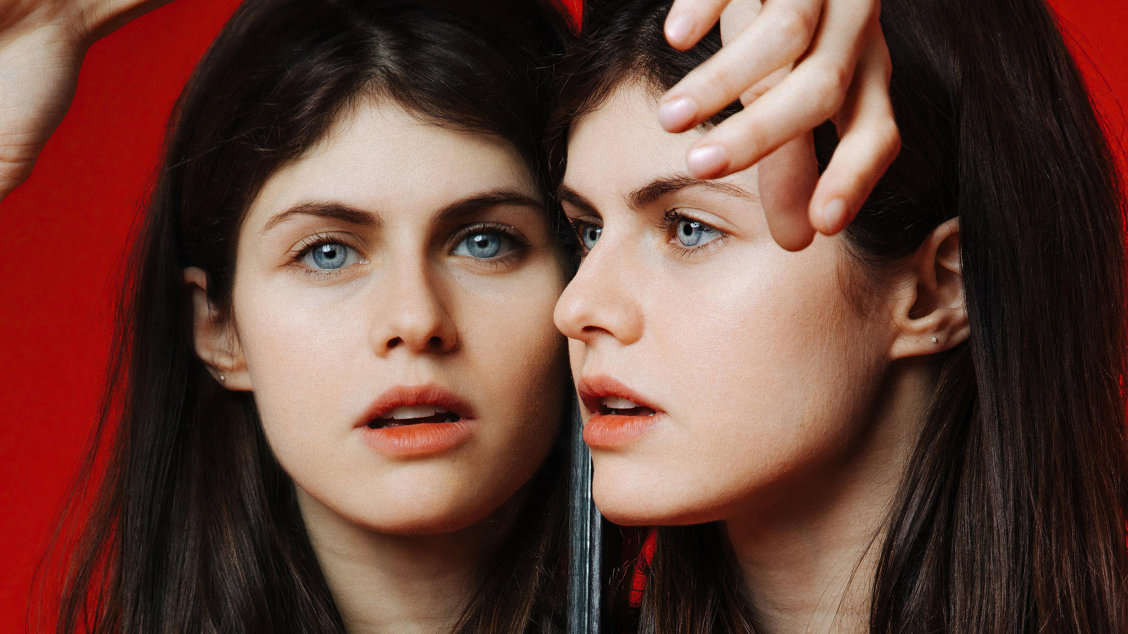 Fondos de pantalla Alexandra Daddario frente a espejo