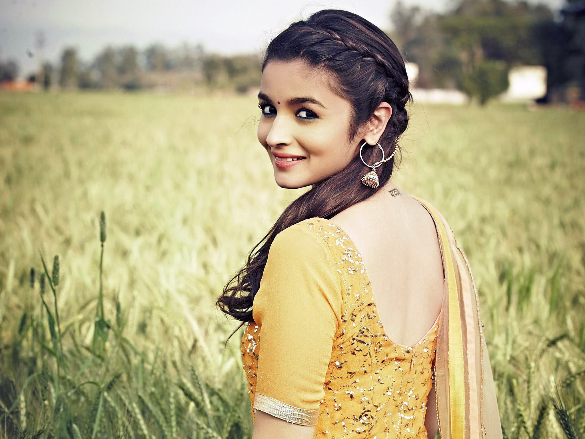 Wallpaper Alia Bhatt in Humpty Sharma Ki Dulhania