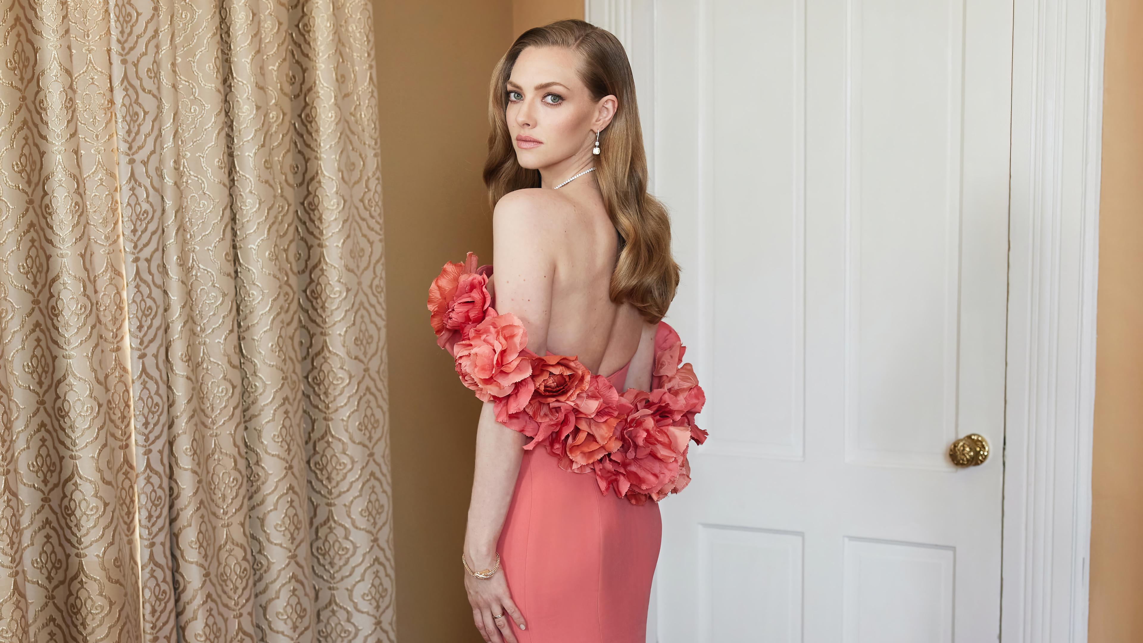 Fondos de pantalla Amanda Seyfried vestido rosa