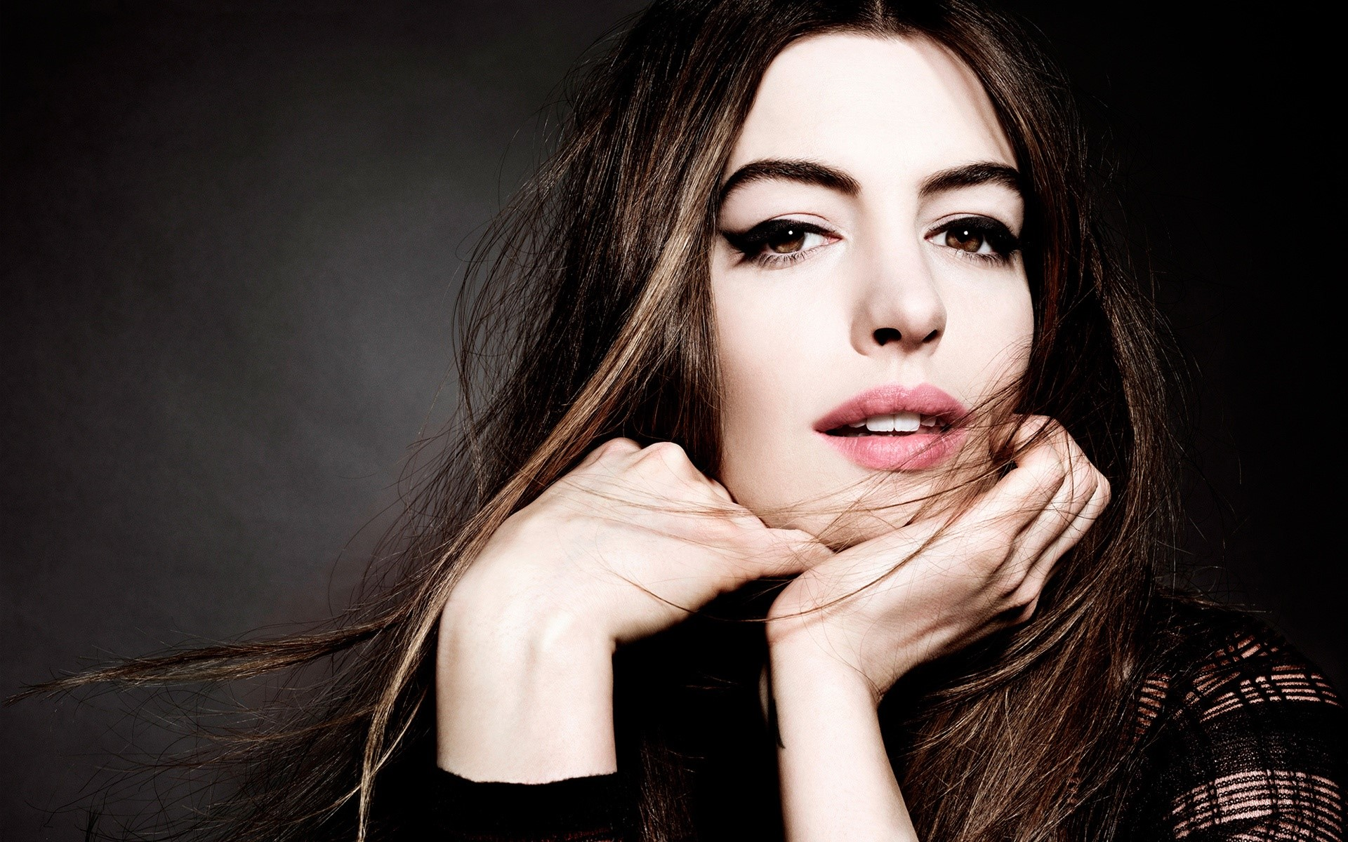 Wallpaper Anne Hathaway with long hair
