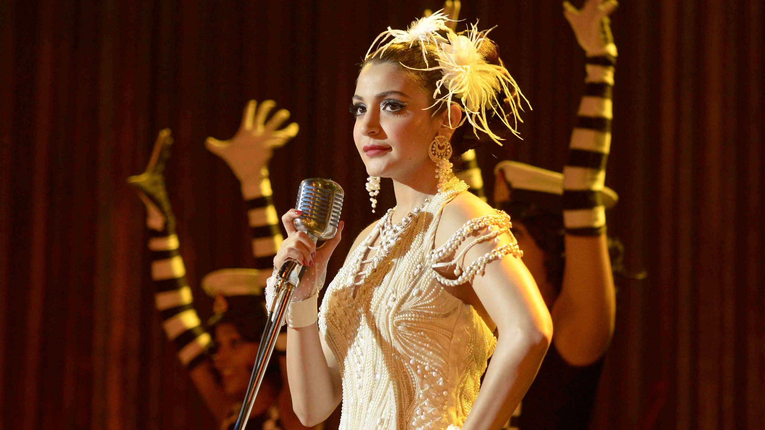 Wallpaper Anushka Sharma in Bombay velvet