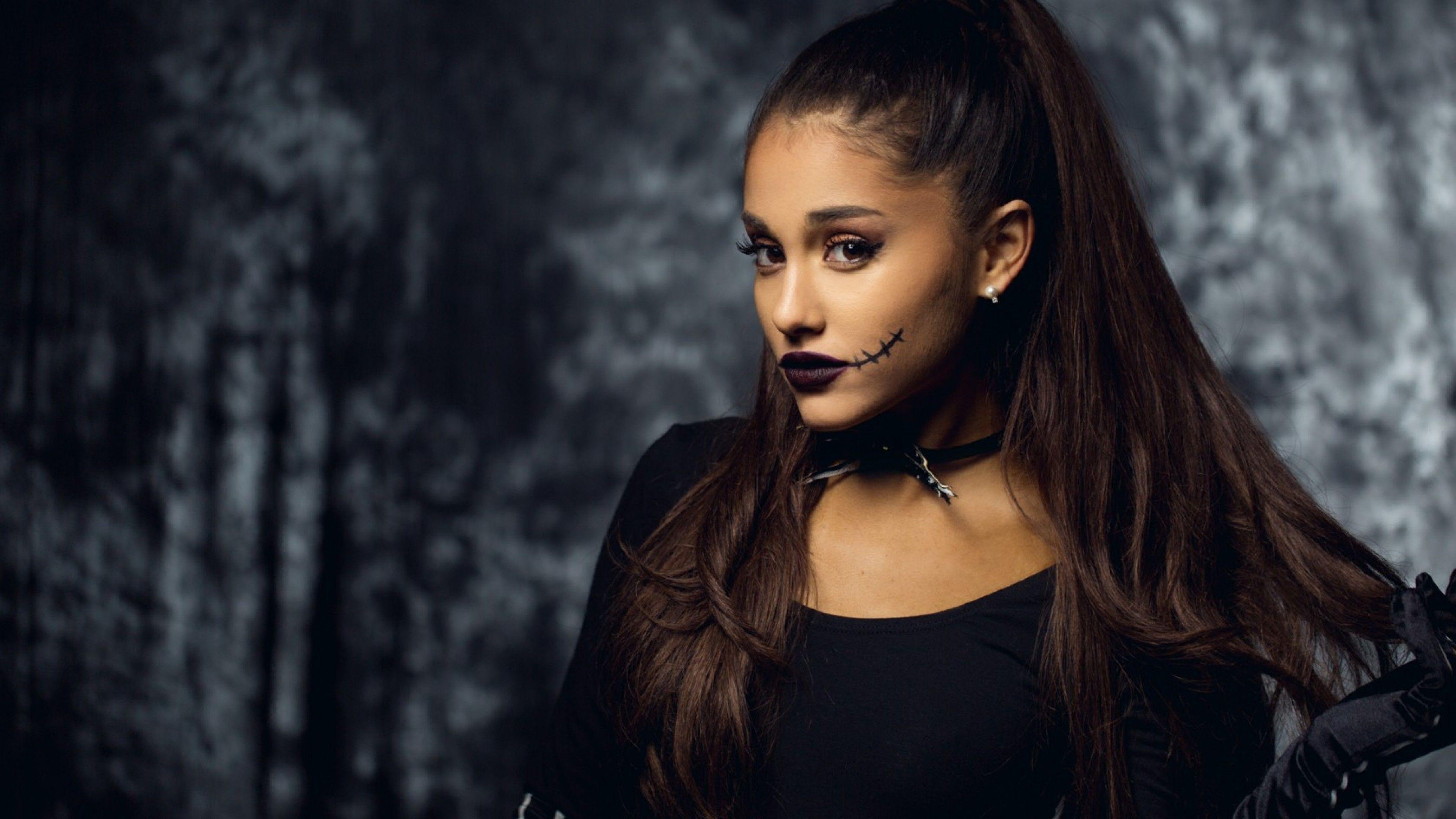 Fondos de pantalla Ariana grande en disfraz