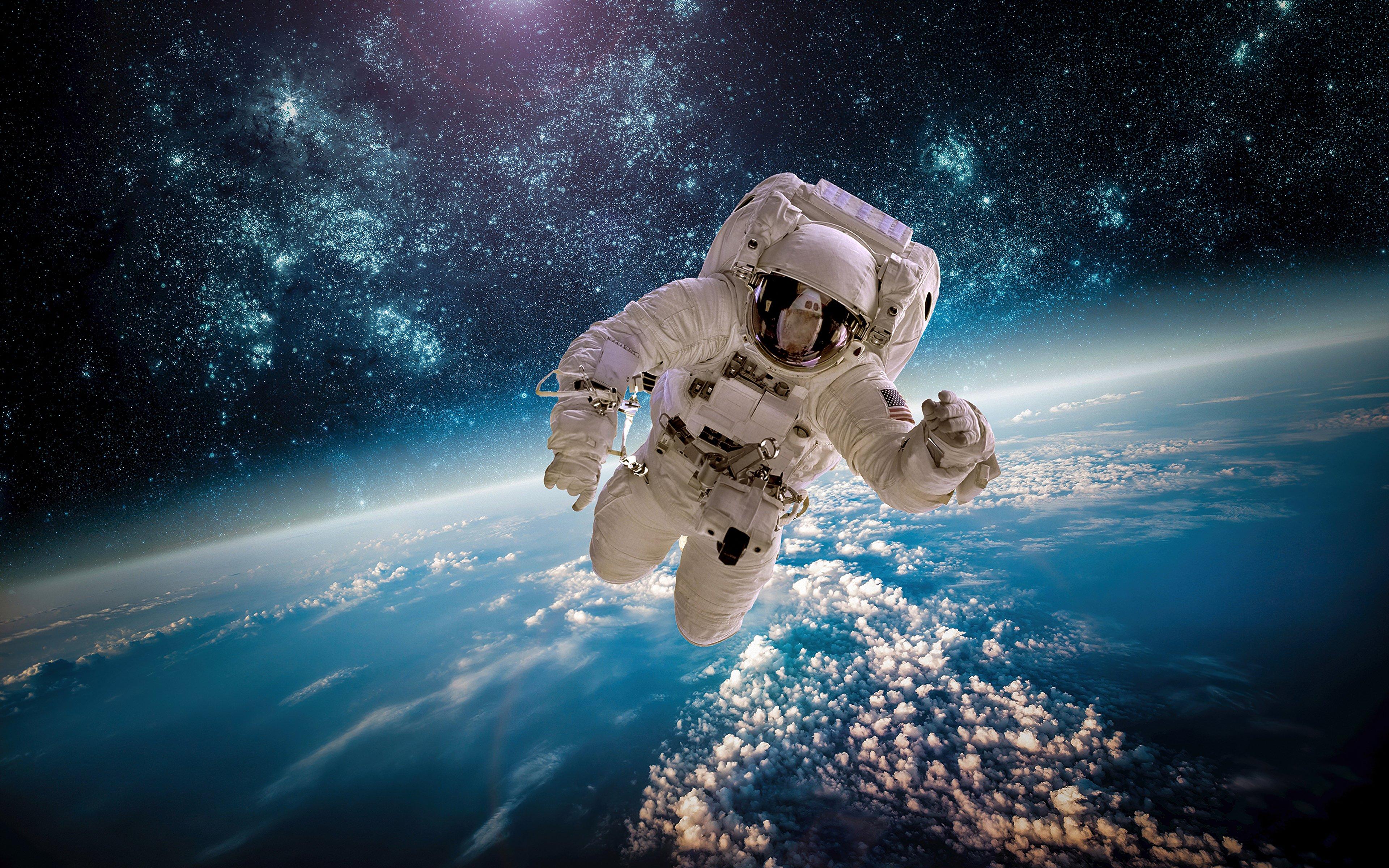 Fondos de pantalla Astronauta en el cielo