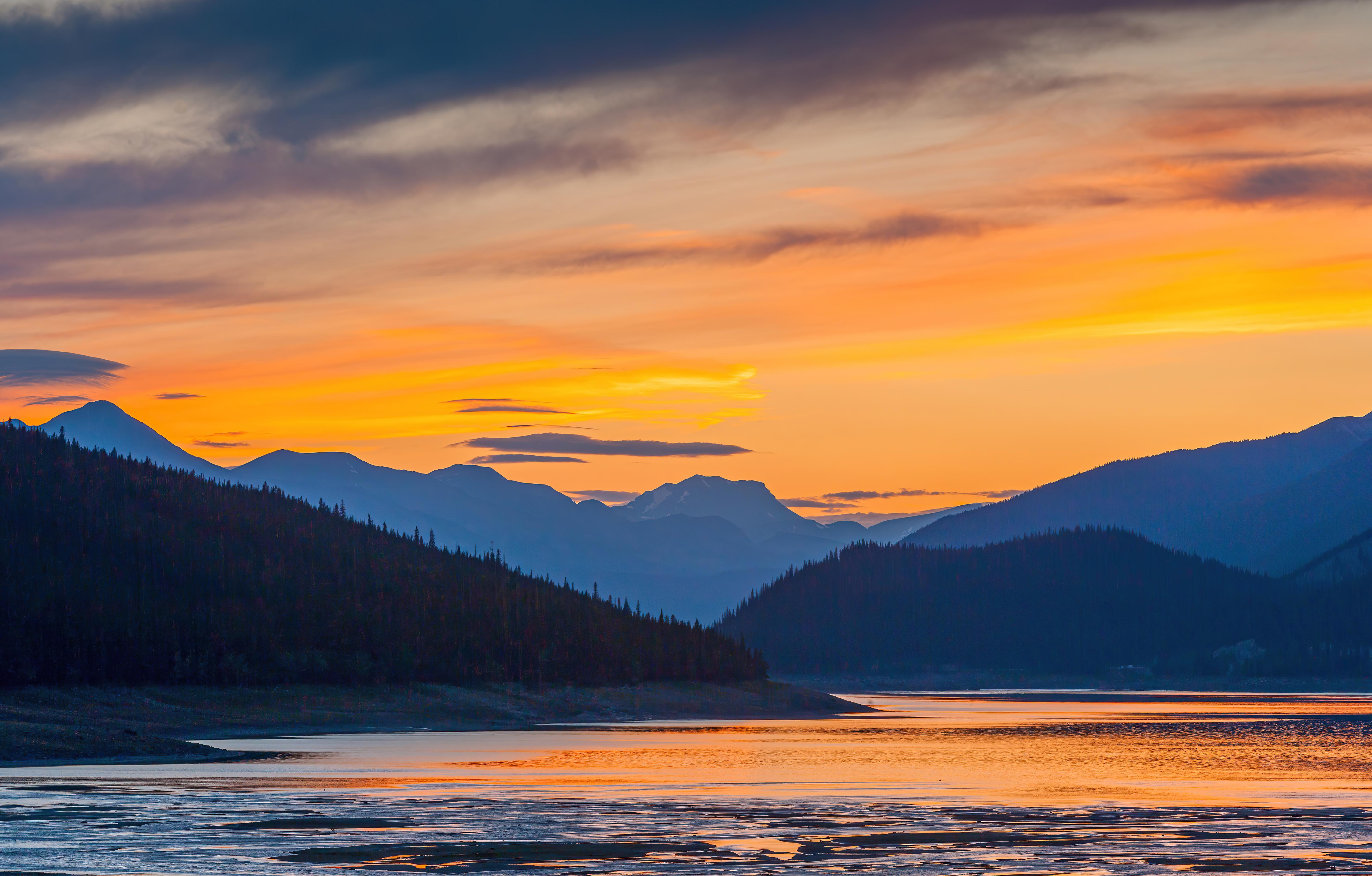 Wallpaper Sunset in lake next to mountains Digital Art