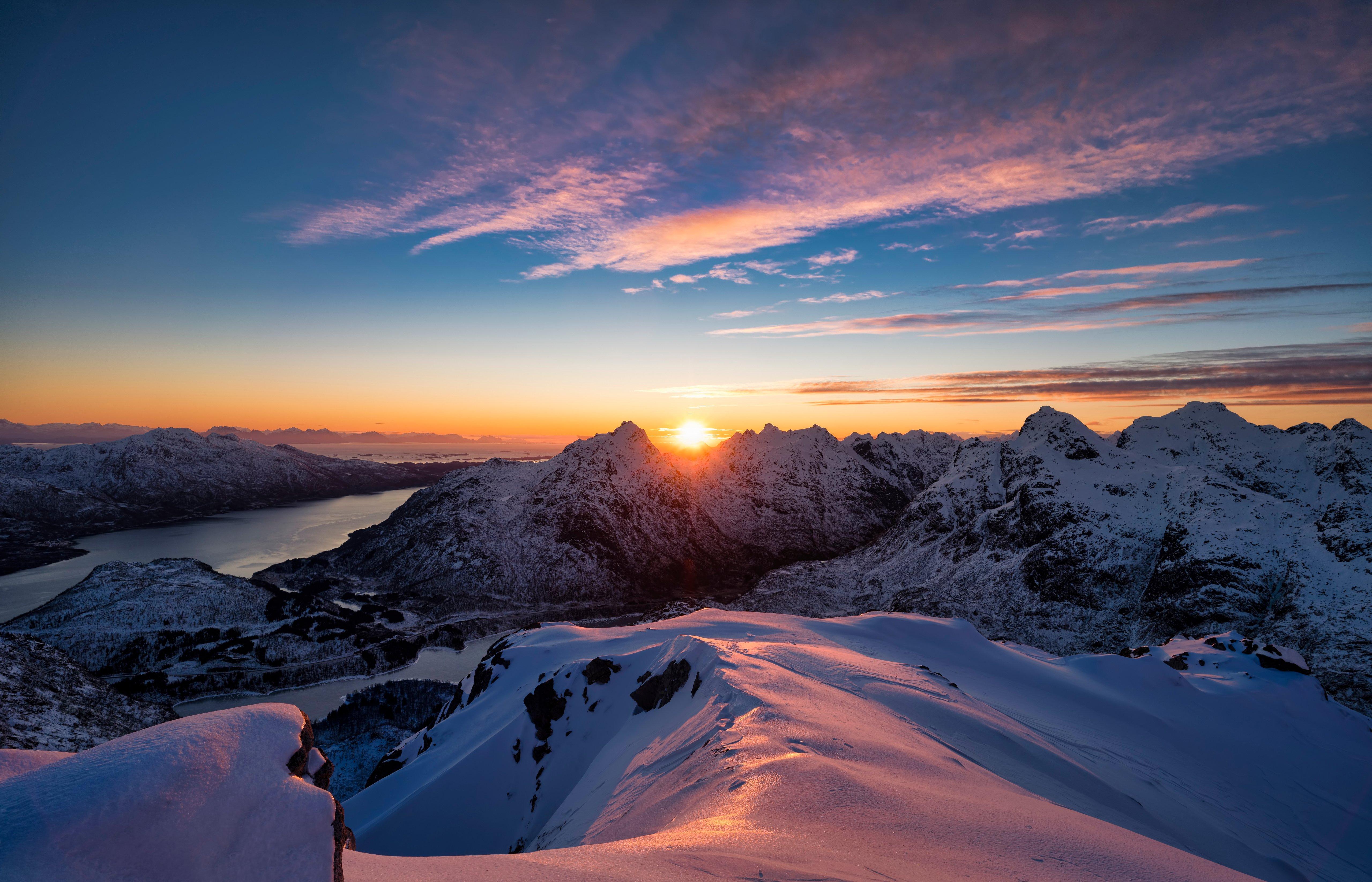 Fondos de pantalla Atardecer en las montañas nevadas