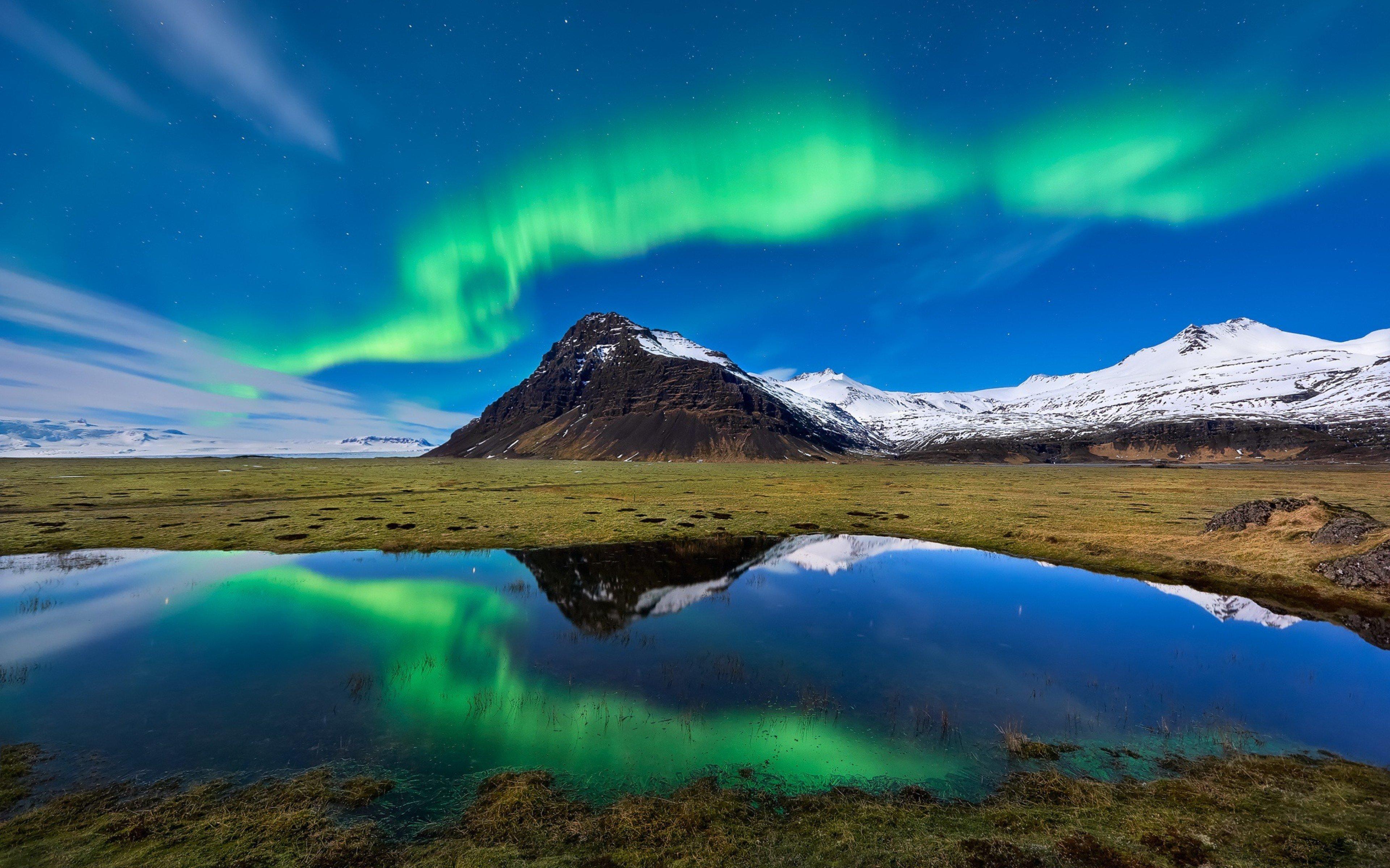 Fondos de pantalla Aurora Polar en las montañas