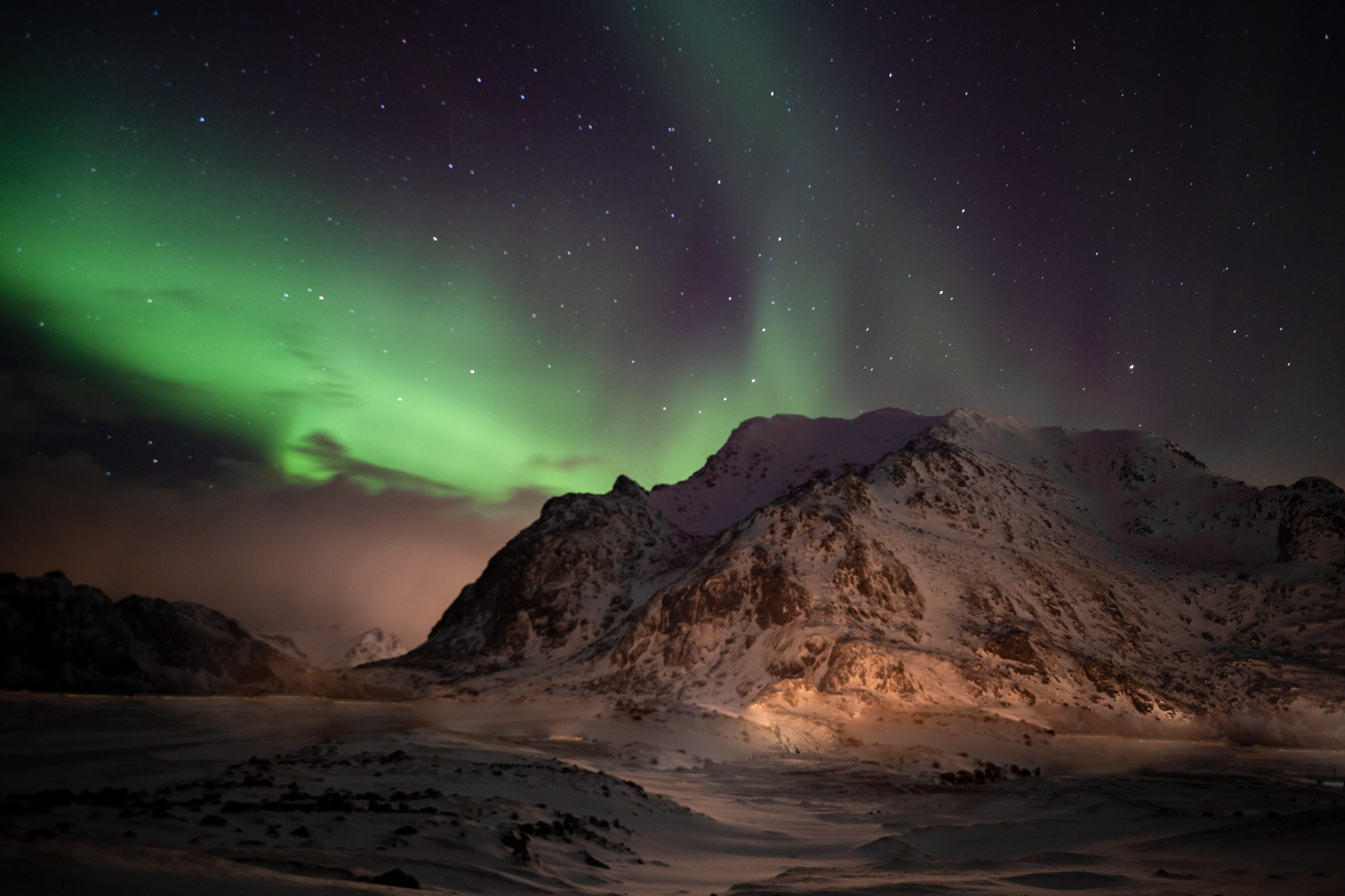 Wallpaper Nothern Lights in mountains