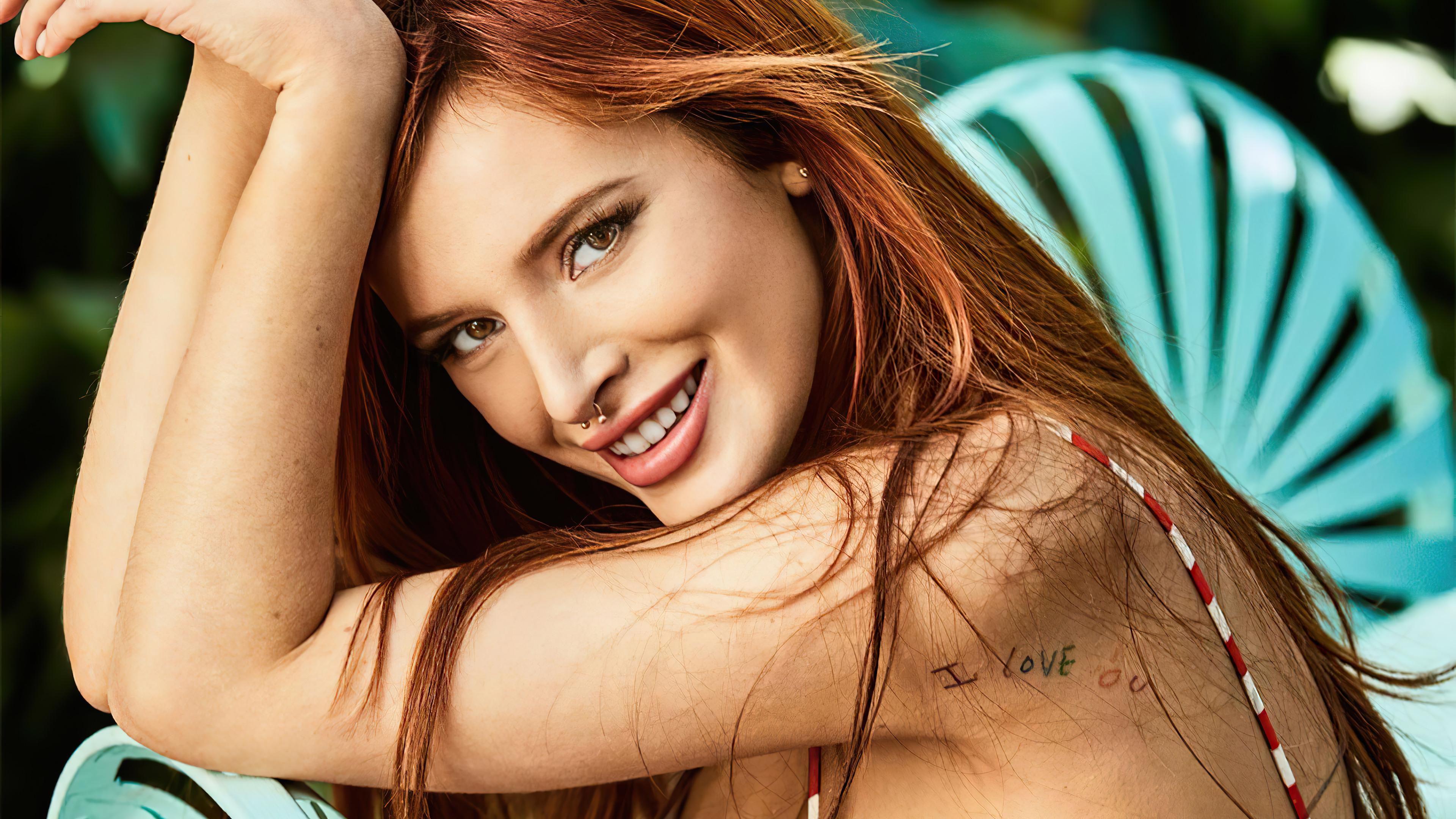 Fondos de pantalla Bella Thorne sonriendo