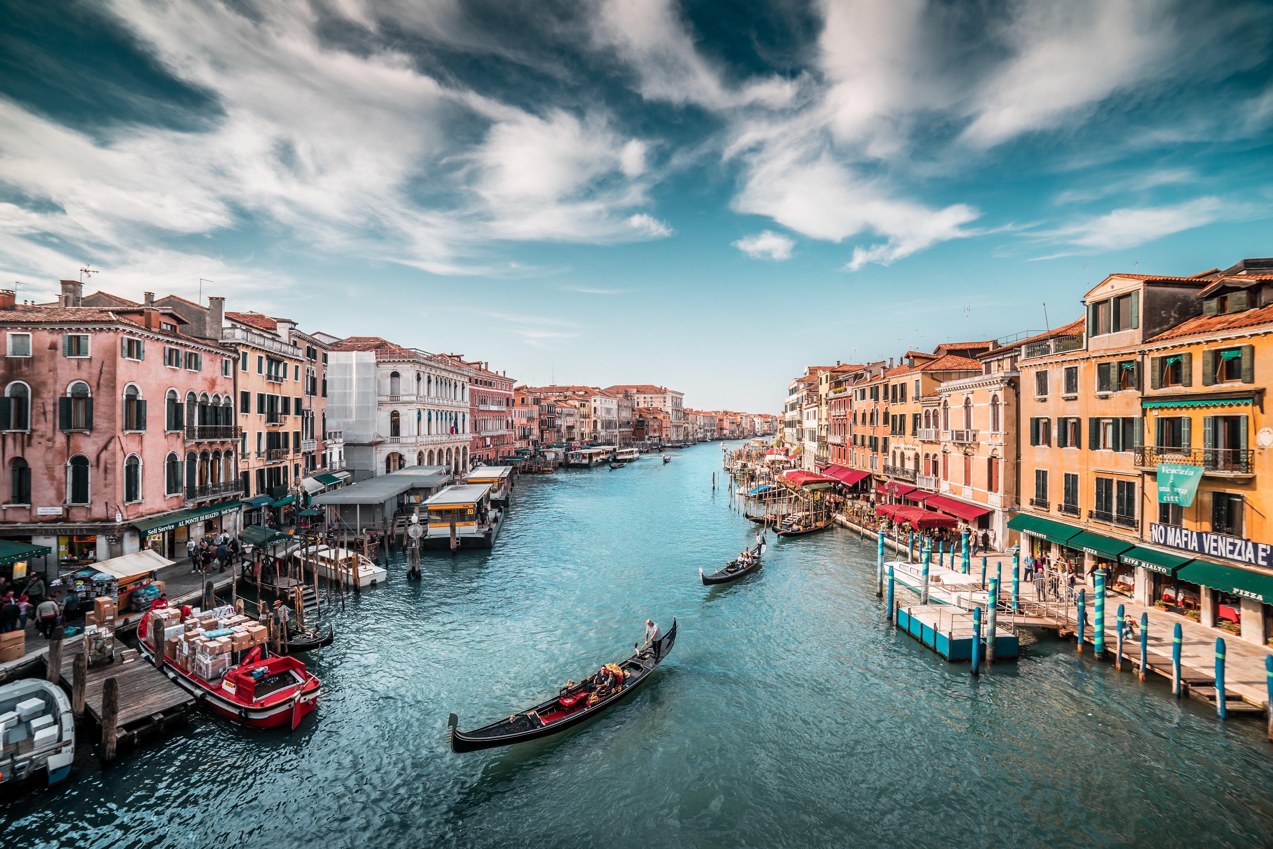 Fondos de pantalla Botes en canal de Venecia Italia