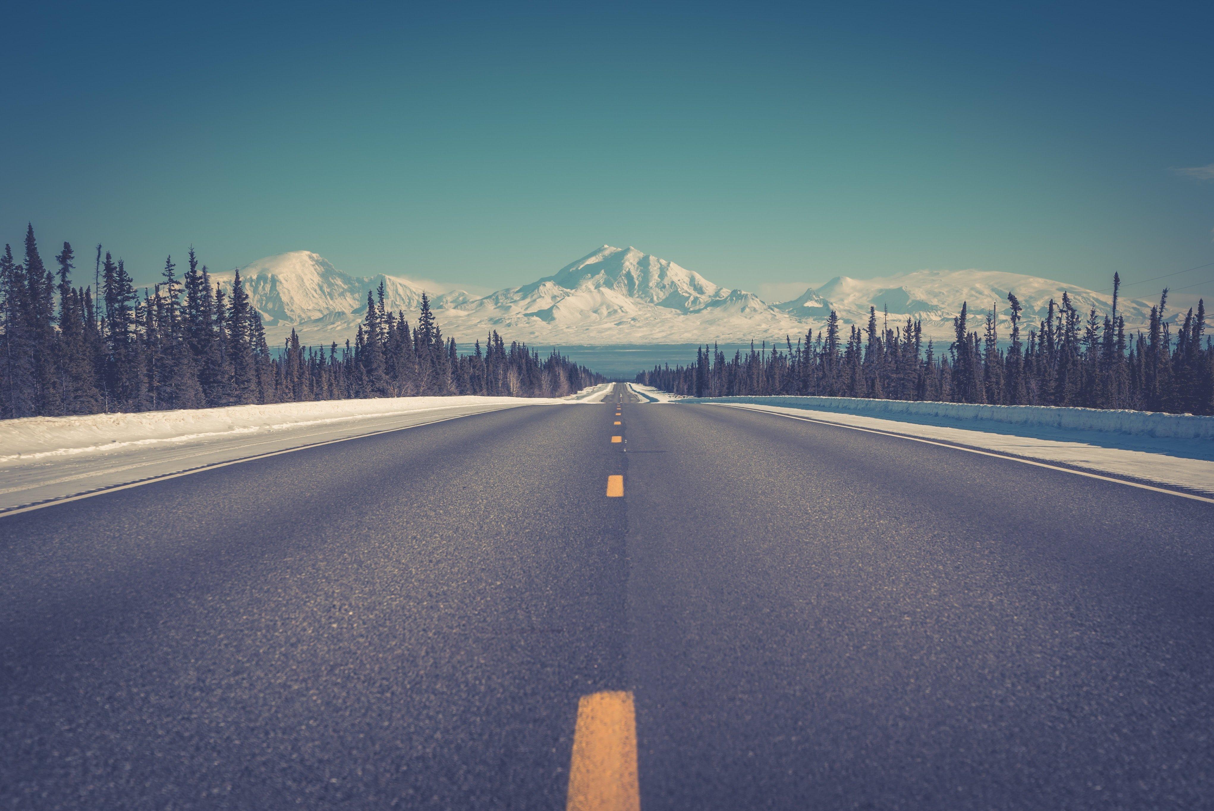 Fondos de pantalla Camino a las montañas en invierno
