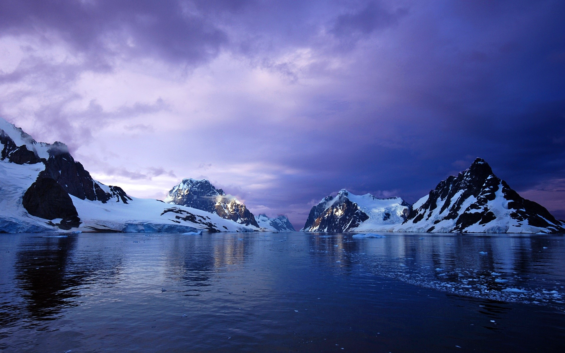 Wallpaper Canal Lemaire in Antarctica