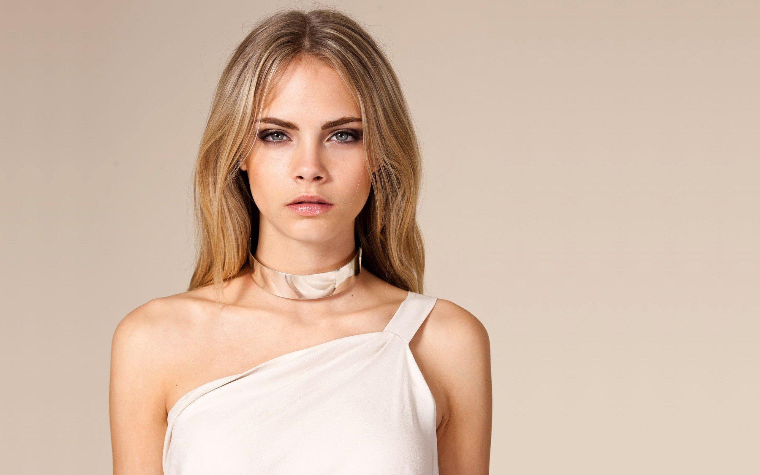 Fondo de pantalla de Cara Delevingne con un vestido blanco Imágenes