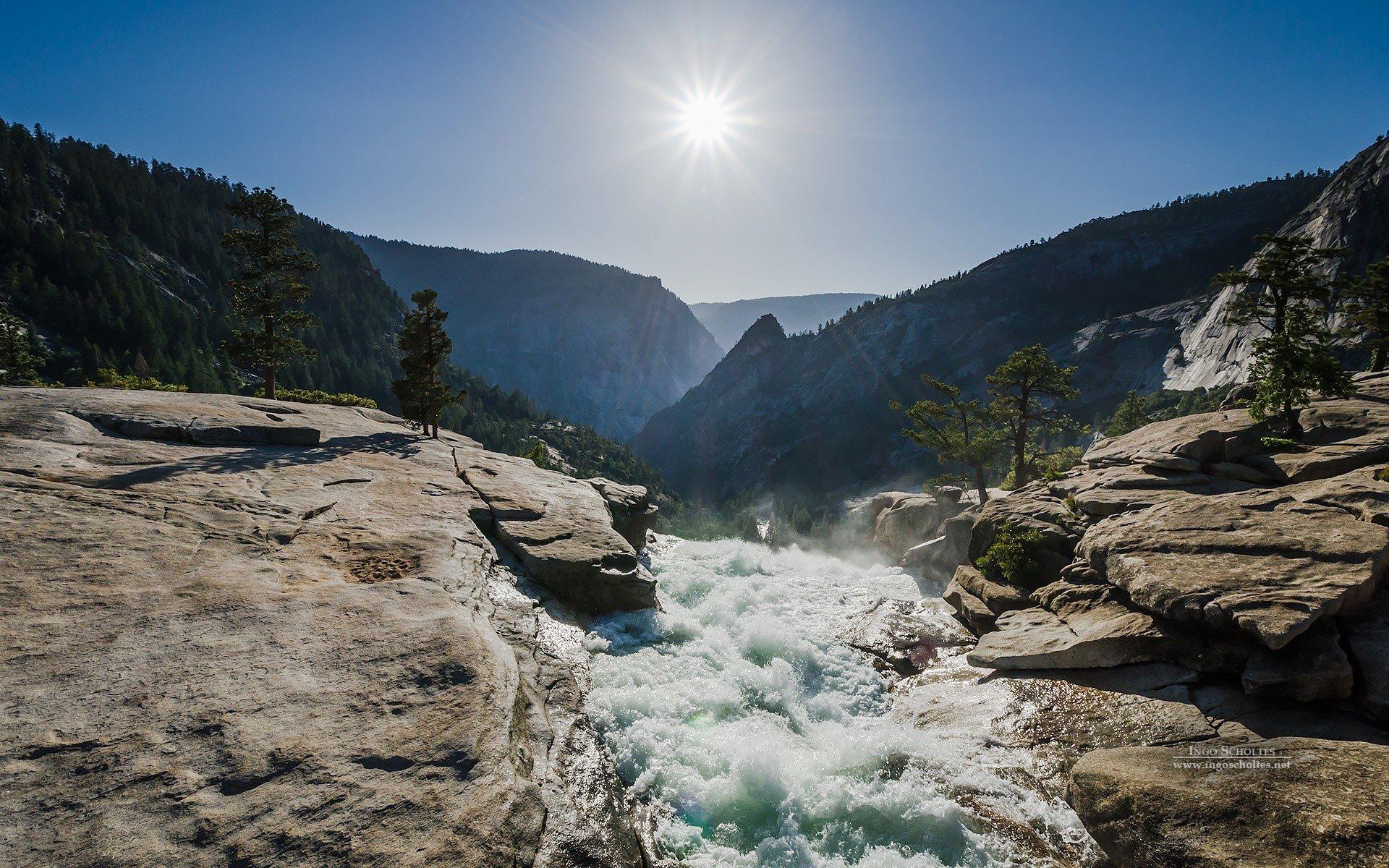 Wallpaper Waterfall of Yosemite National Park