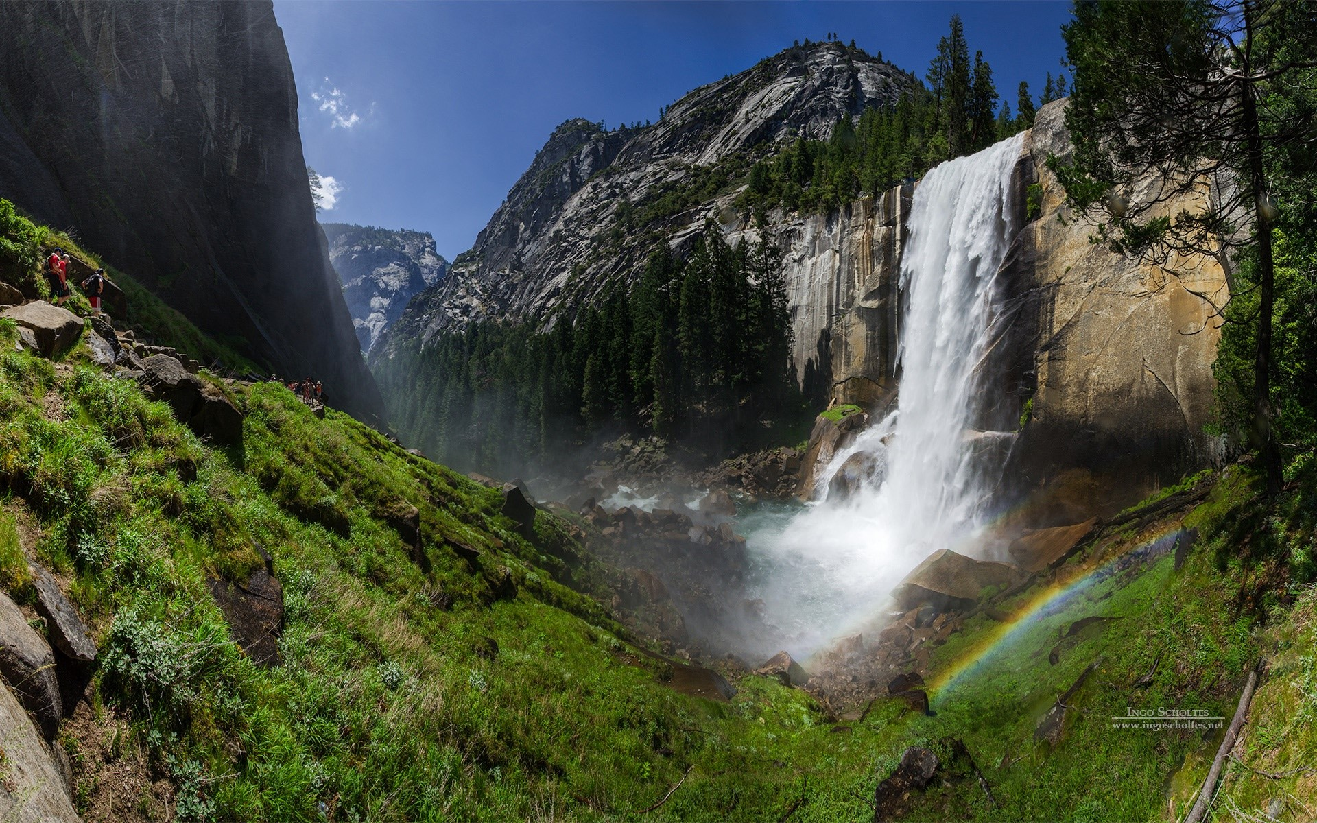 Wallpaper Waterfall in Yosemite National Park