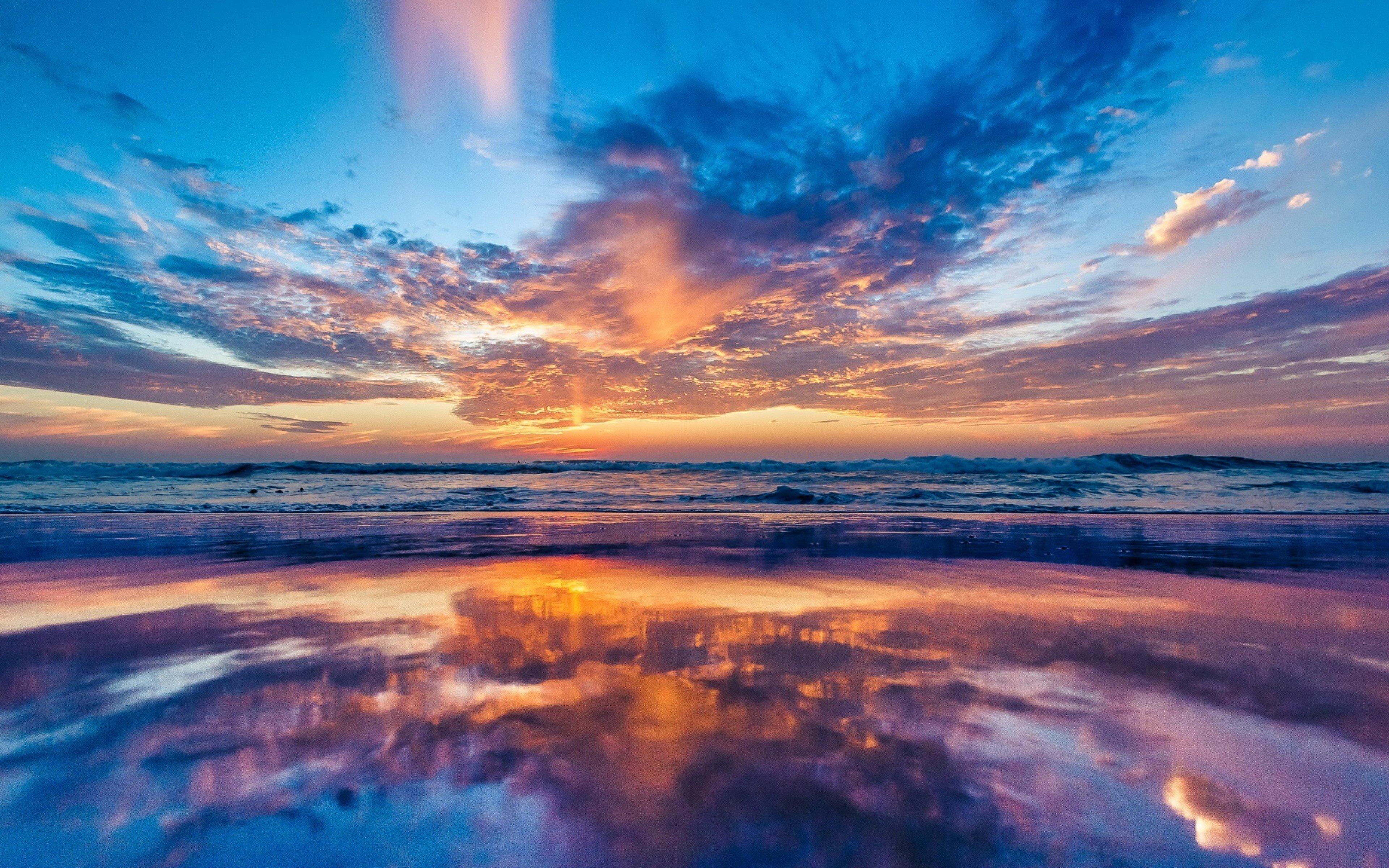 Fondos de pantalla Cielo al atardecer reflejado en el mar