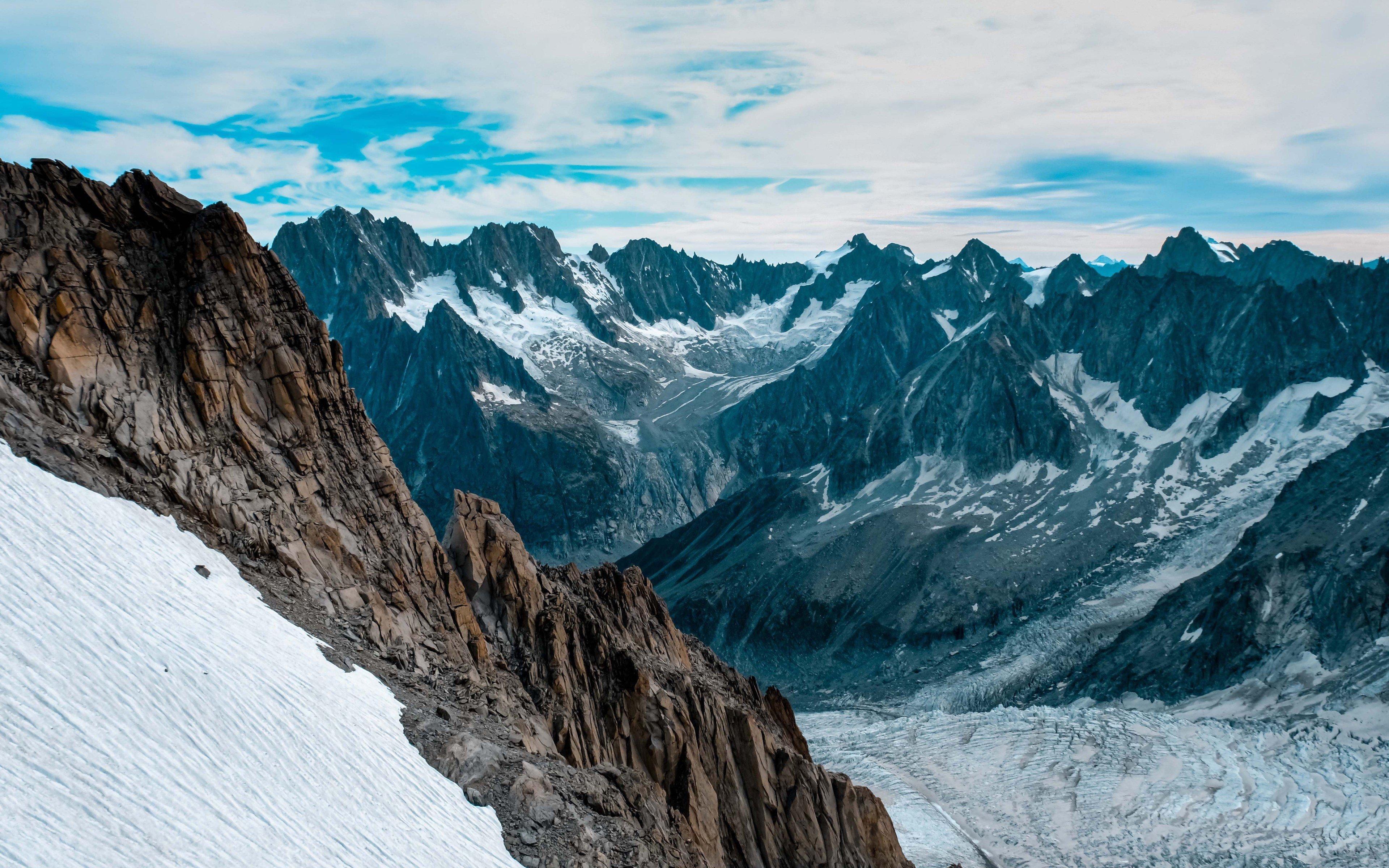 Fondos de pantalla Cima de las montañas cubiertas de nieve
