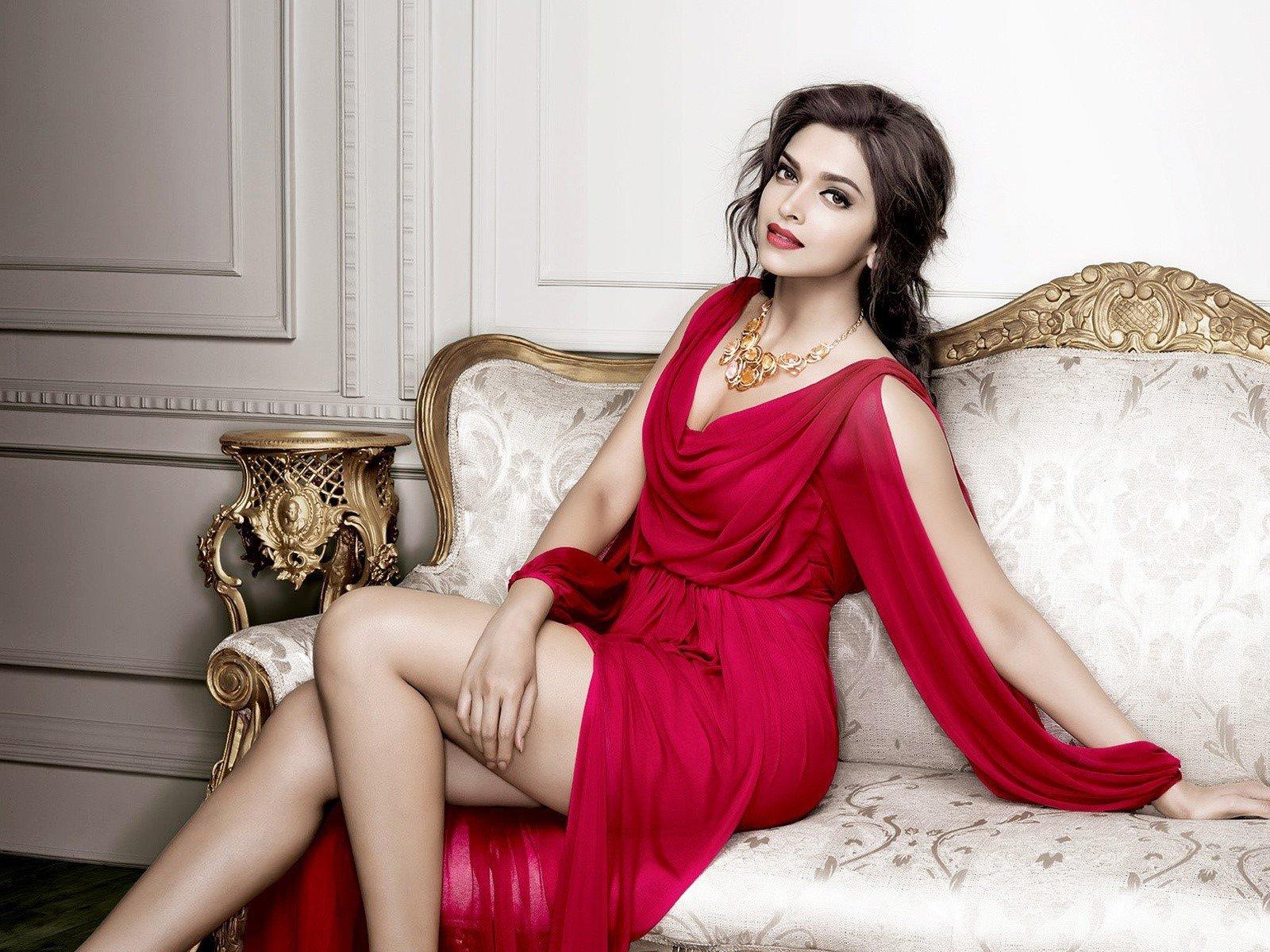 Fondo de pantalla de Deepika Padukone en un sillón Imágenes