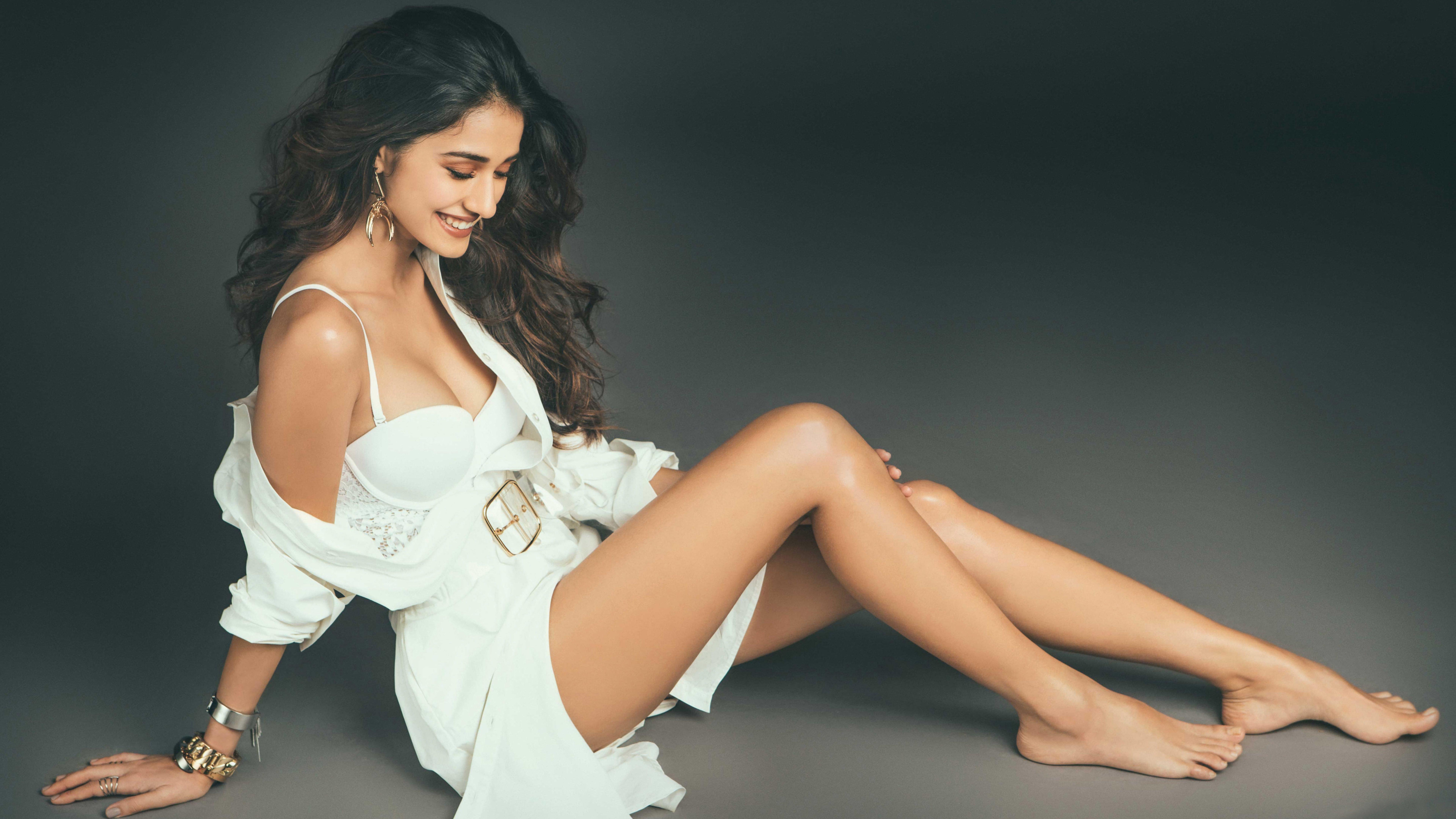 Fondos de pantalla Disha Patani con vestido blanco