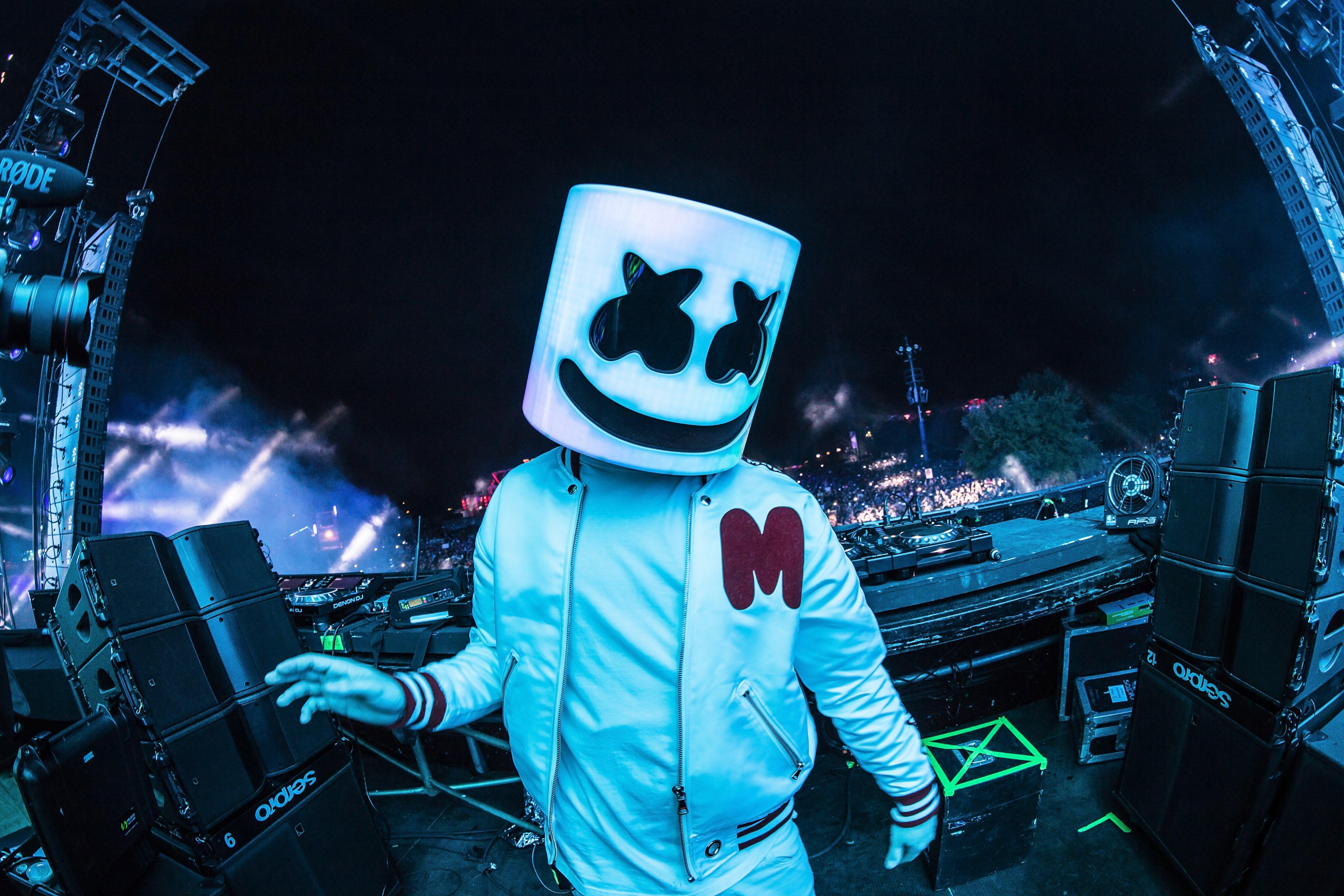 Wallpaper DJ Marshmello On Stage Live
