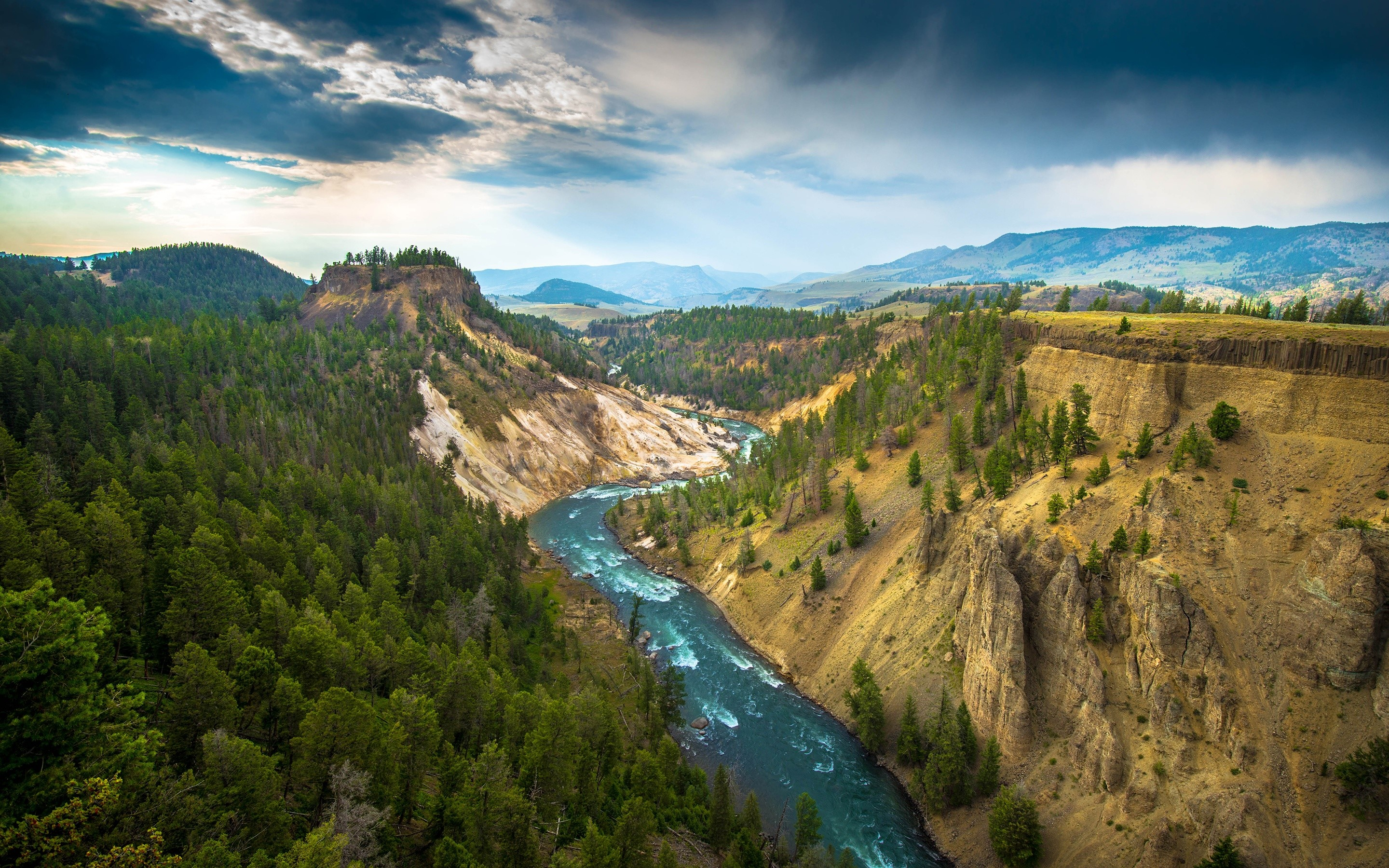 Wallpaper The great canyon on the Yellowstone River