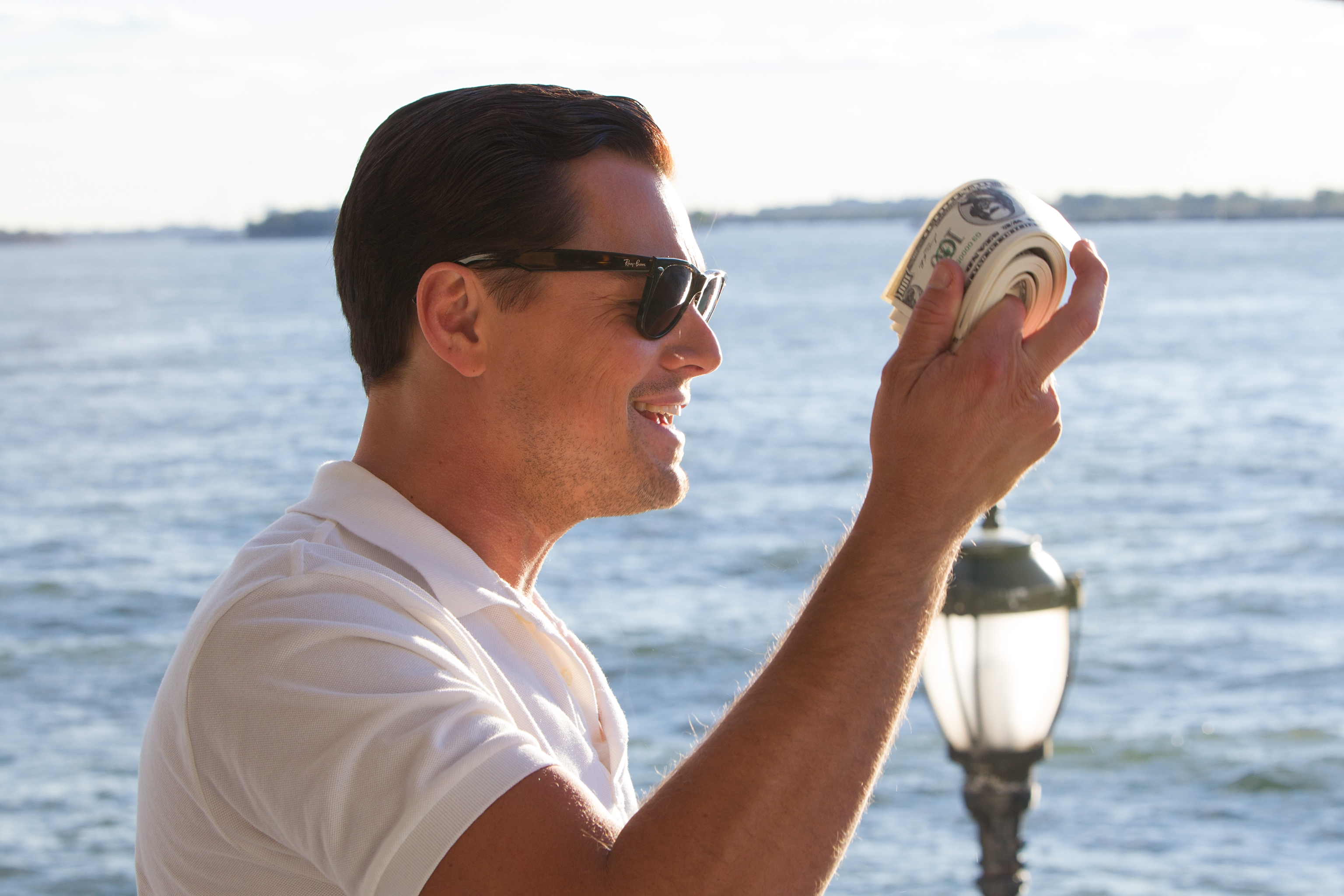 The Wolf Of Wall Street With Money In Hand Wallpaper Id 4665
