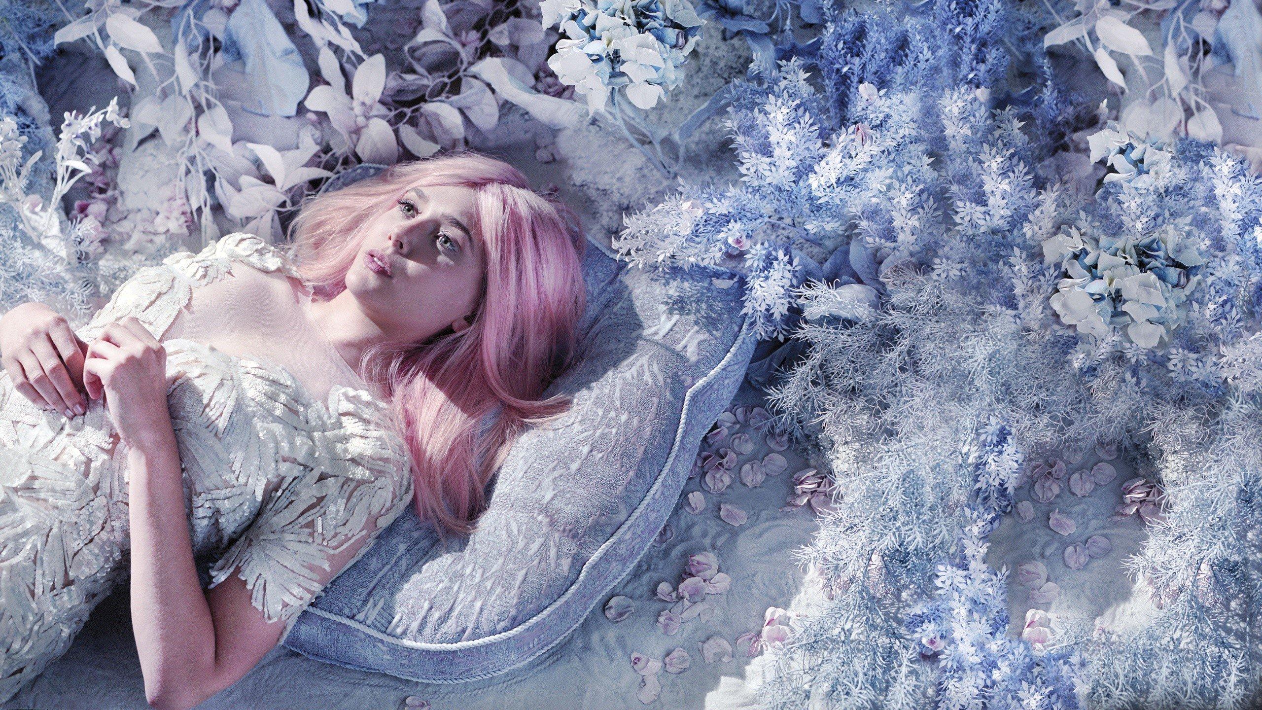 Fondos de pantalla Elizabeth Olsen con cabello rosa