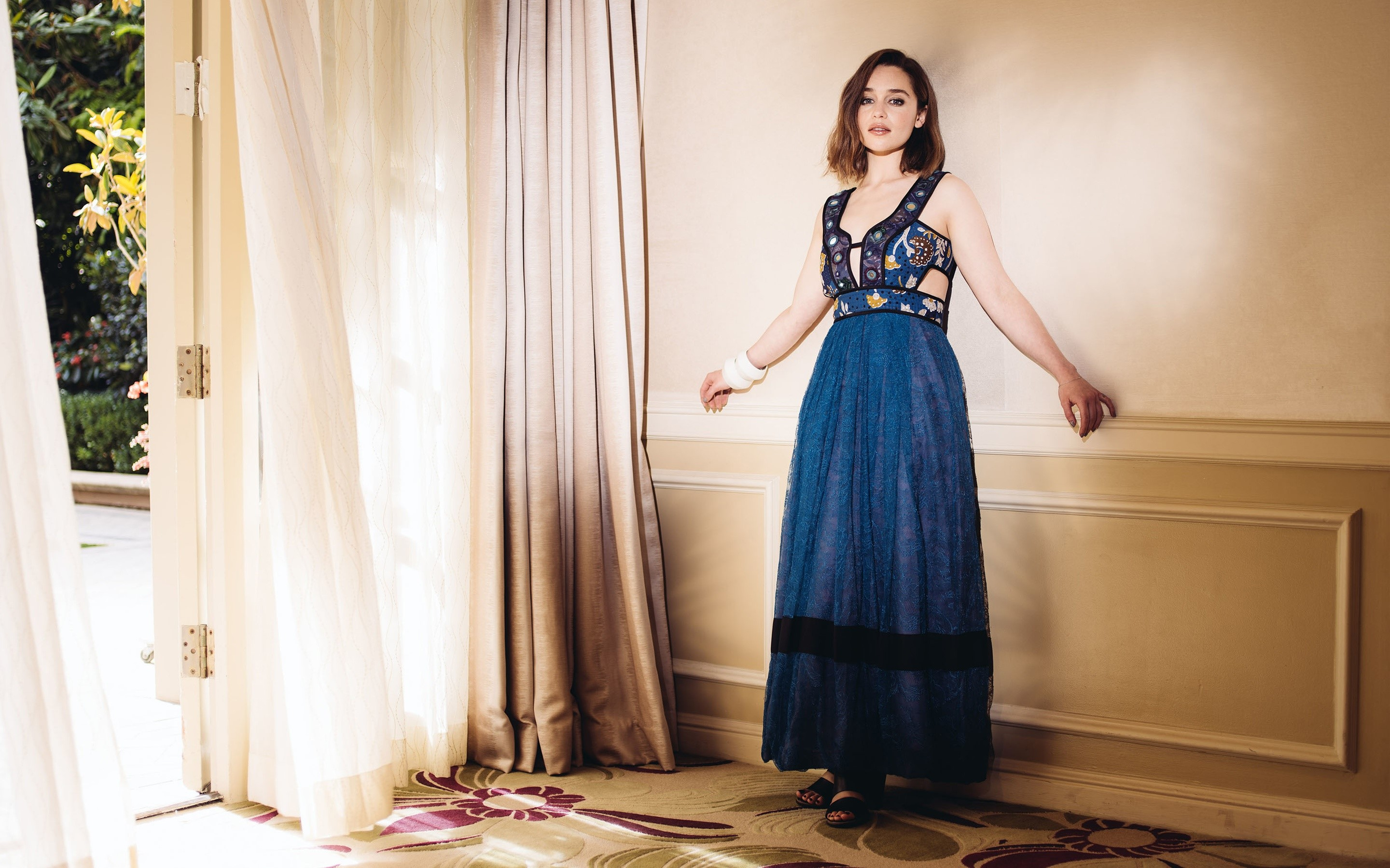 Wallpaper Emilia Clarke in a blue dress