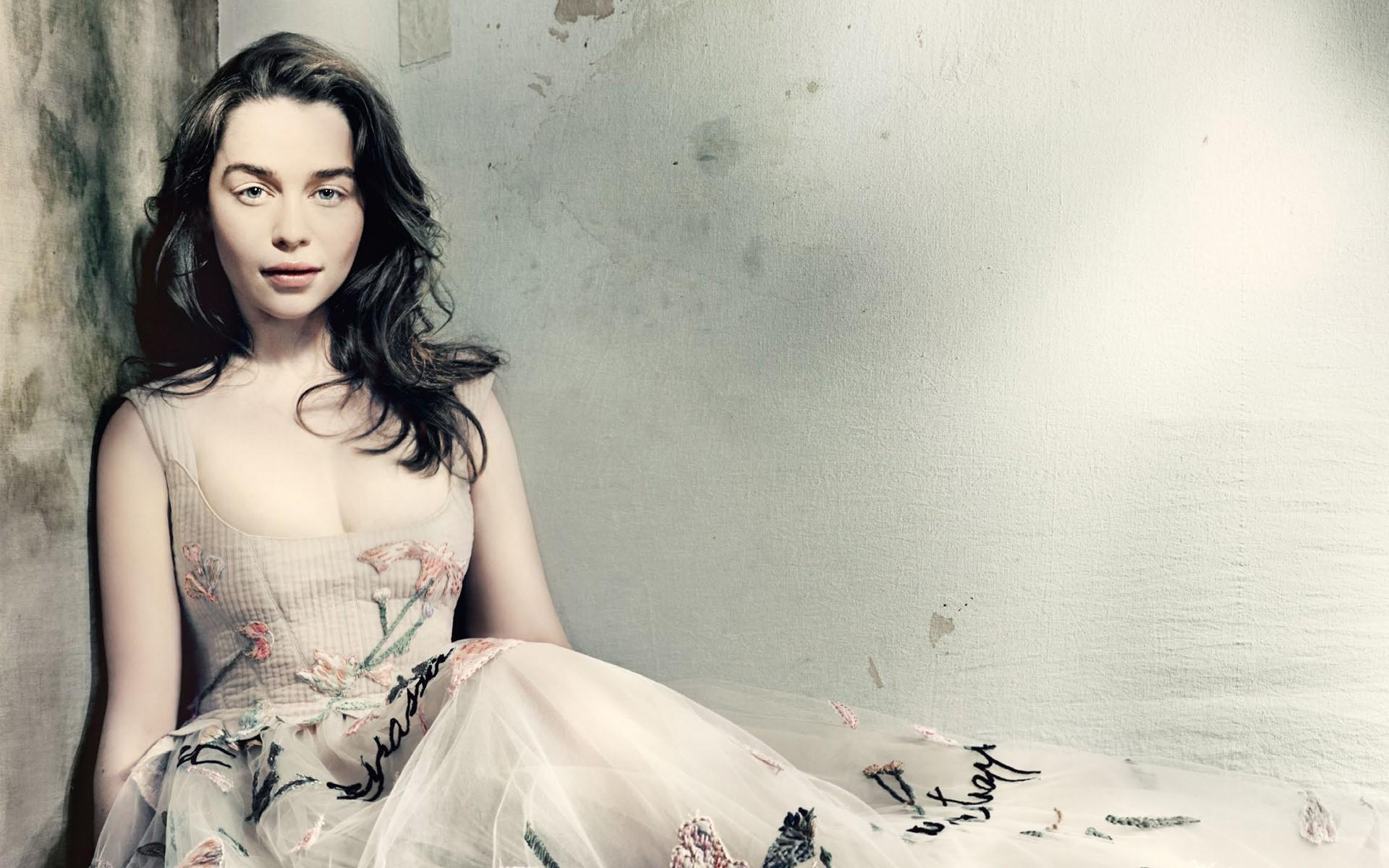 Fondos de pantalla Emilia Clarke en Vogue