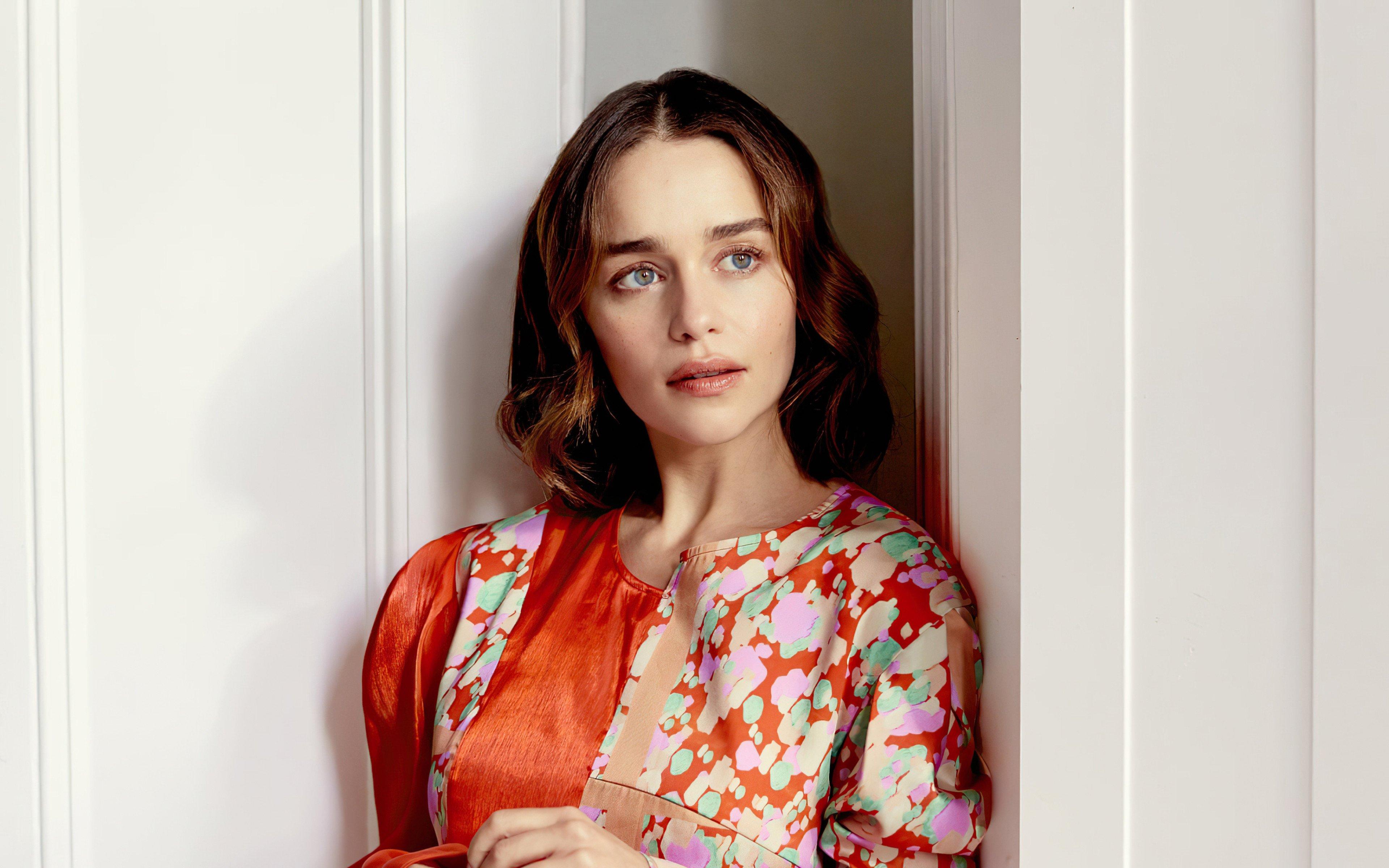 Fondos de pantalla Emilia Clarke para revista The observer
