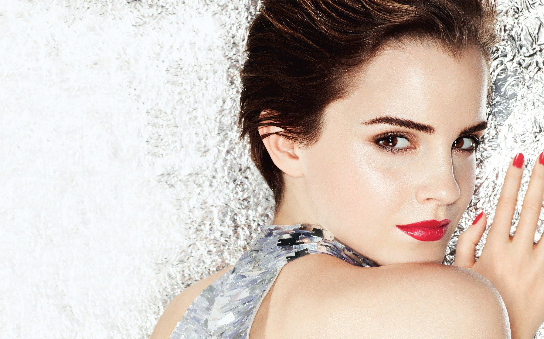 Wallpaper Emma Watson with short hair