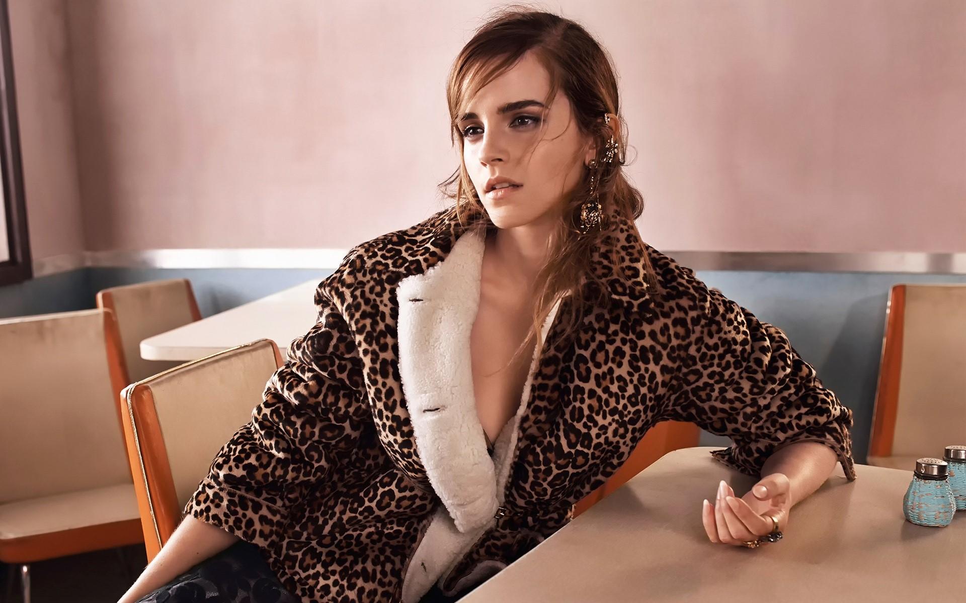 Wallpaper Emma Watson in a room