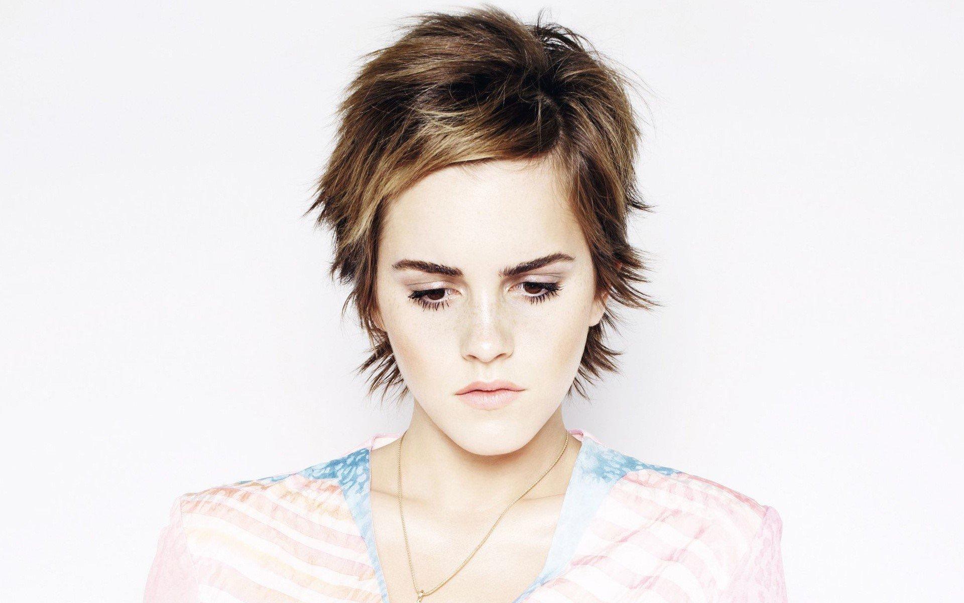 Fondo de pantalla de Emma Watson mirando abajo Imágenes