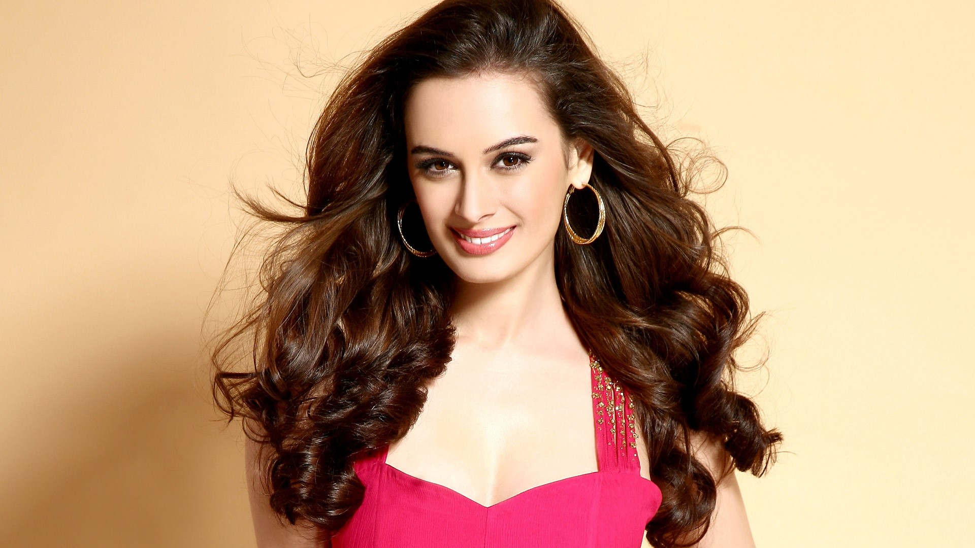 Wallpaper Evelyn Sharma