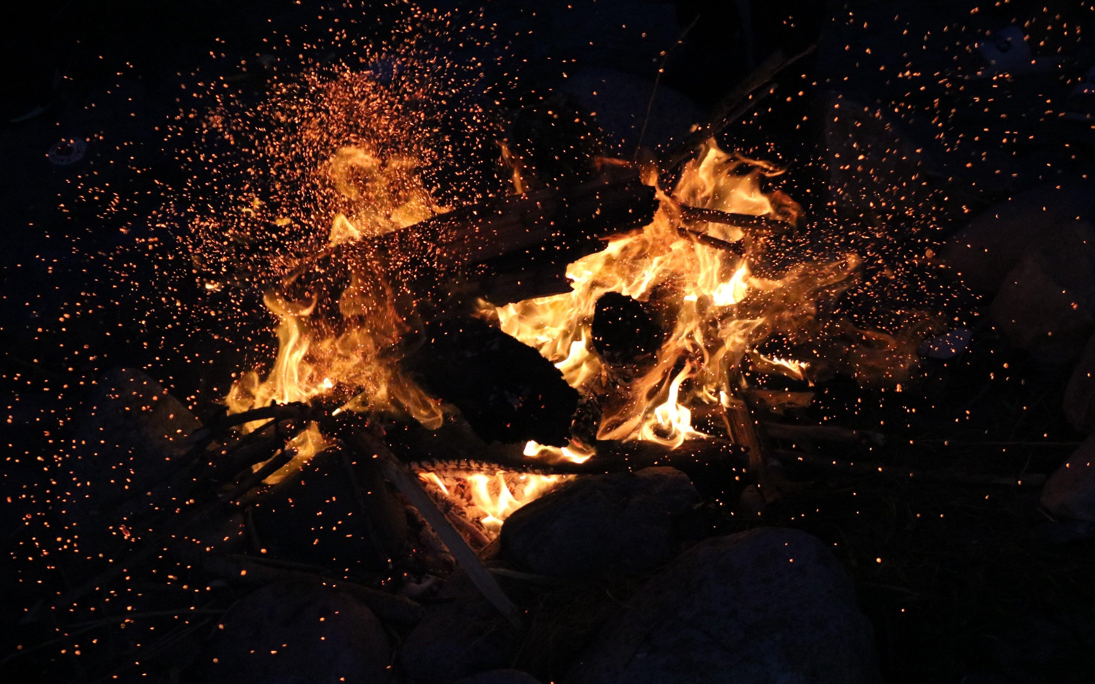 Fondos de pantalla Fuego en una fogata