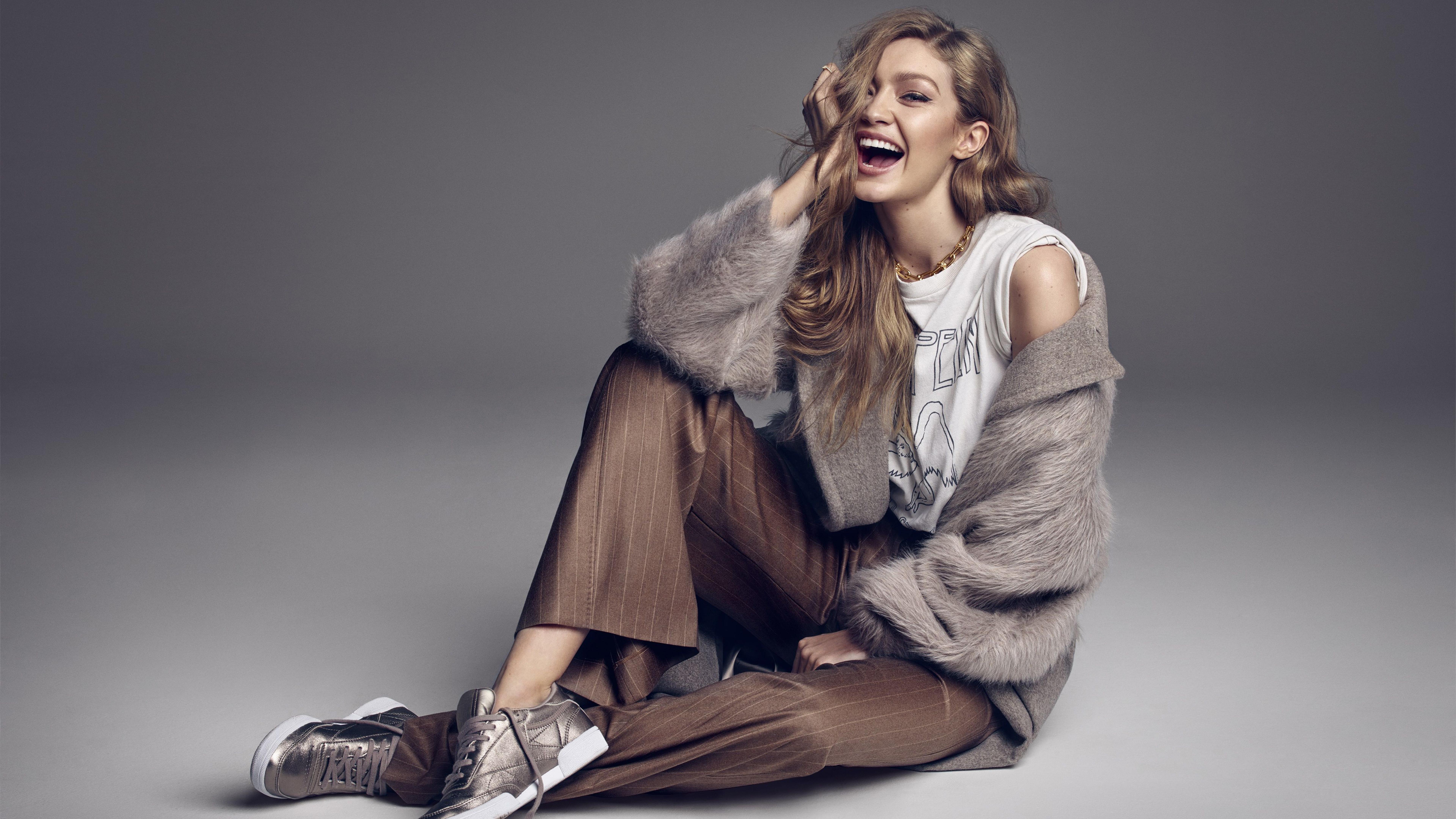 Fondos de pantalla Gigi Hadid sonriendo en sesión de fotos