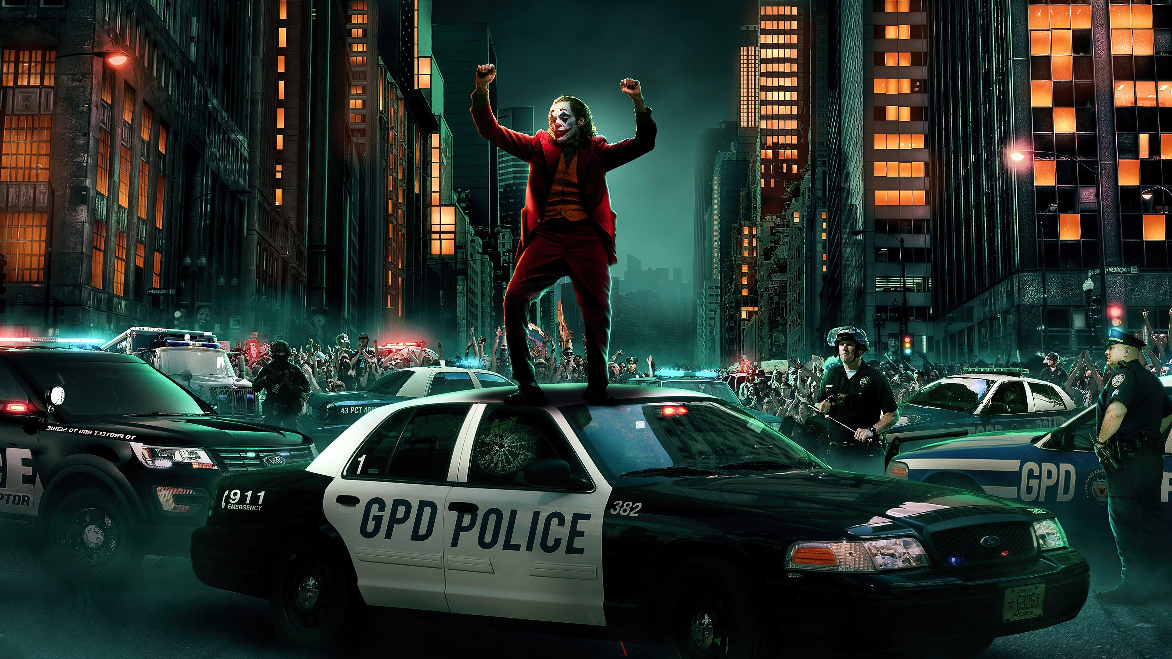 Fondos de pantalla Guasón bailando sobre patrulla