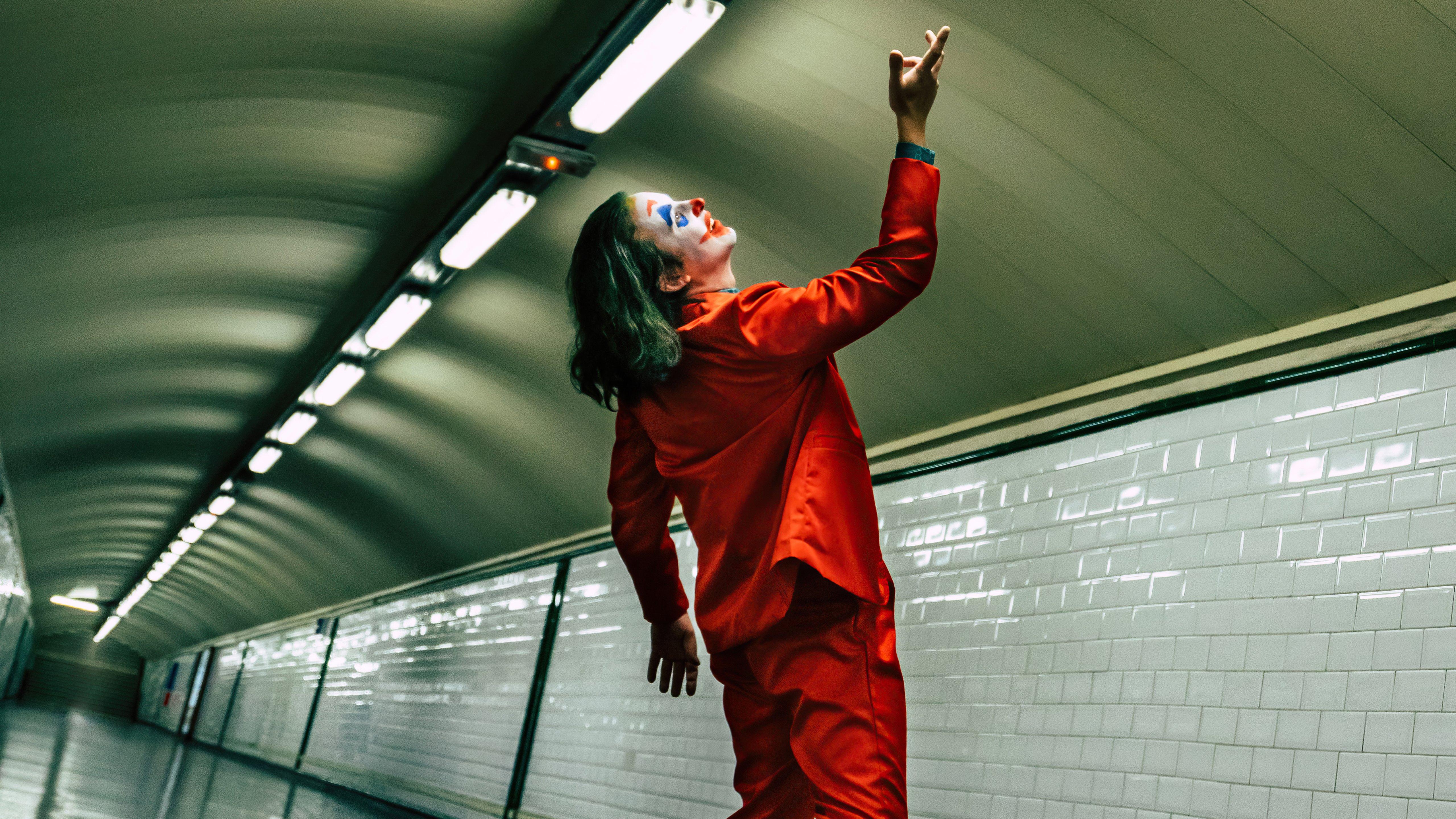 Wallpaper Joker on train station