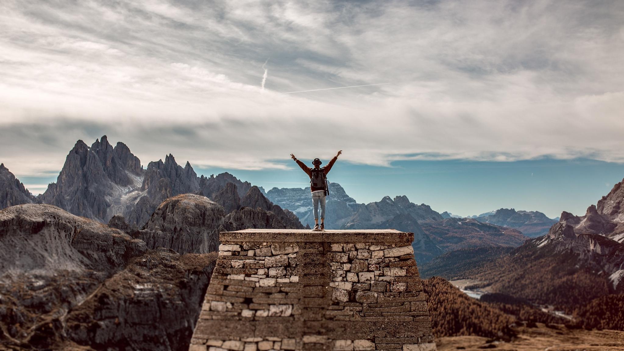 Fondos de pantalla Hombre arriba de montaña