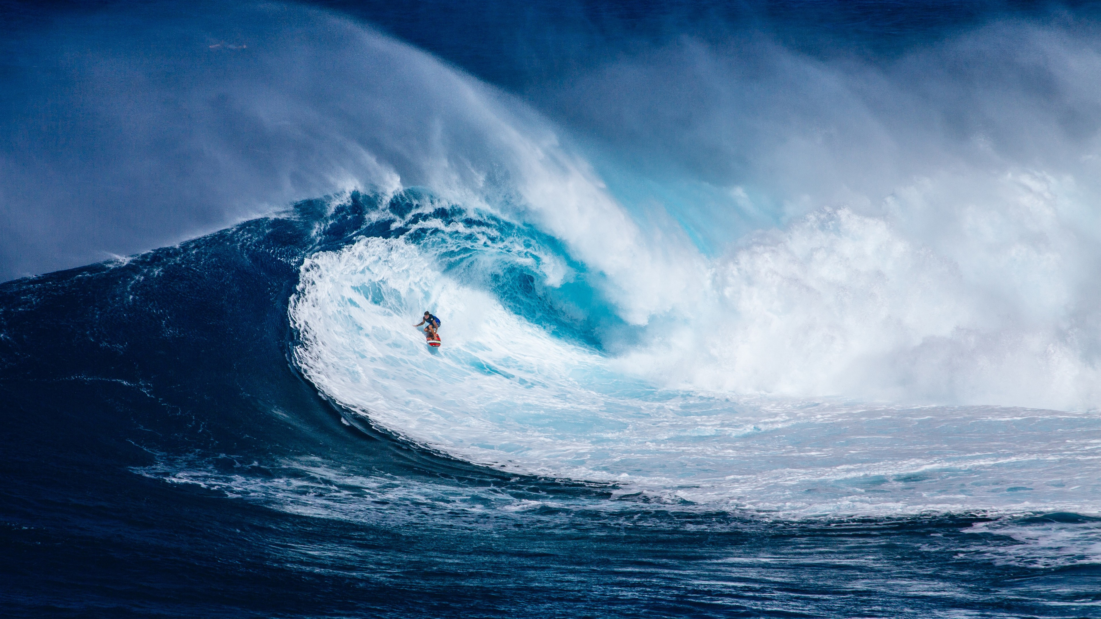 Wallpaper Man surfing in grand wave