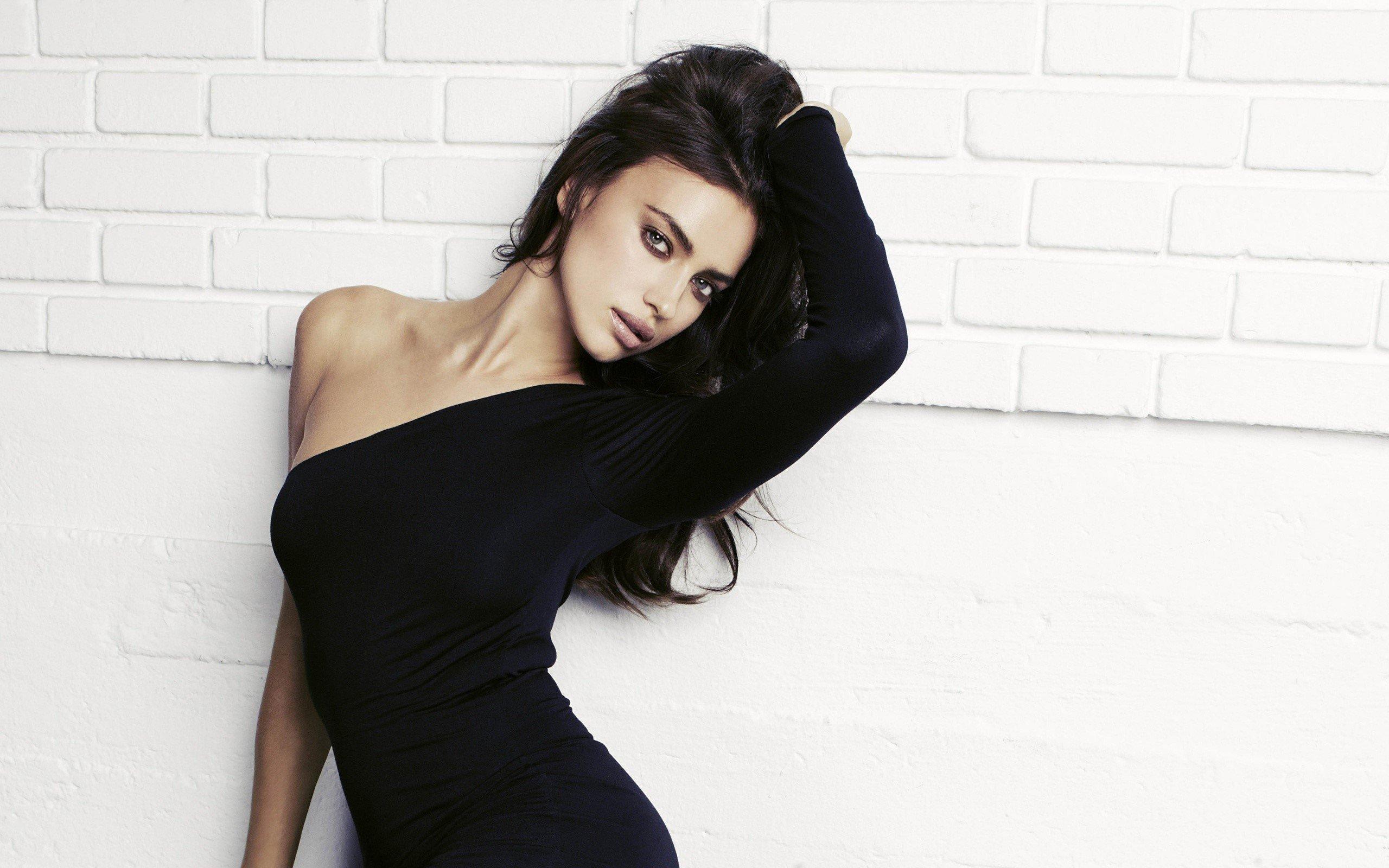Fondos de pantalla Irina Shayk en vestido negro