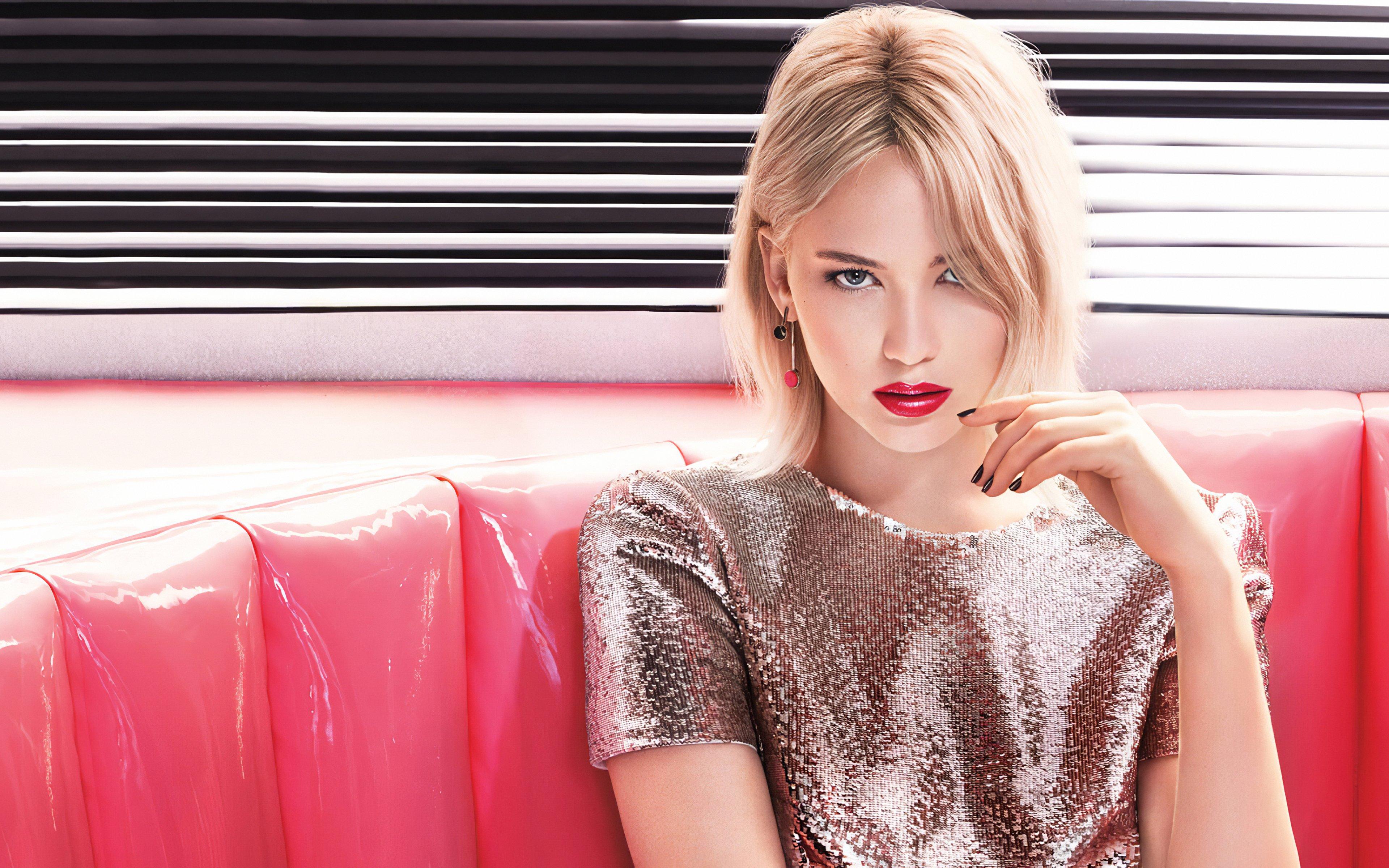 Fondos de pantalla Jennifer Lawrence con labios rojos