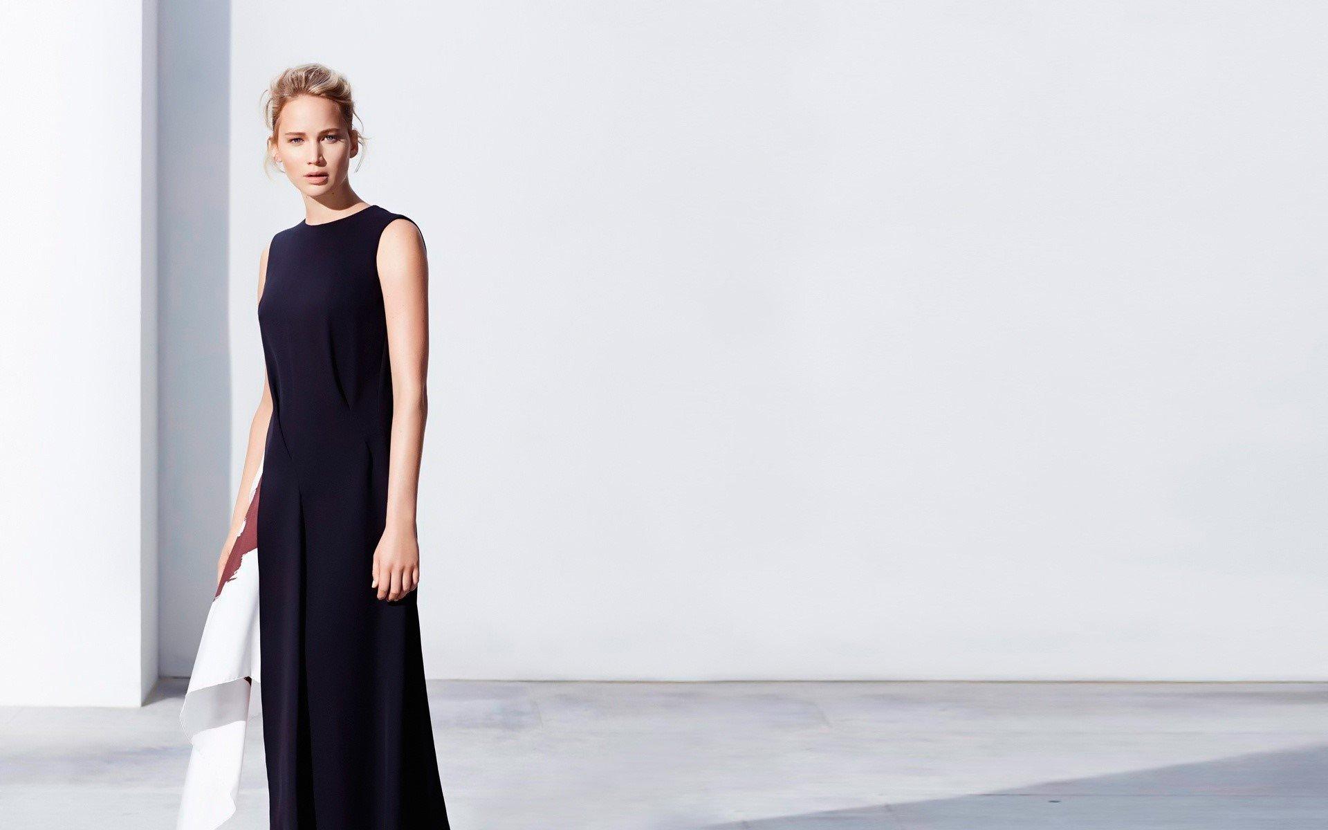 Fondo de pantalla de Jennifer Lawrene con un vestido negro Imágenes