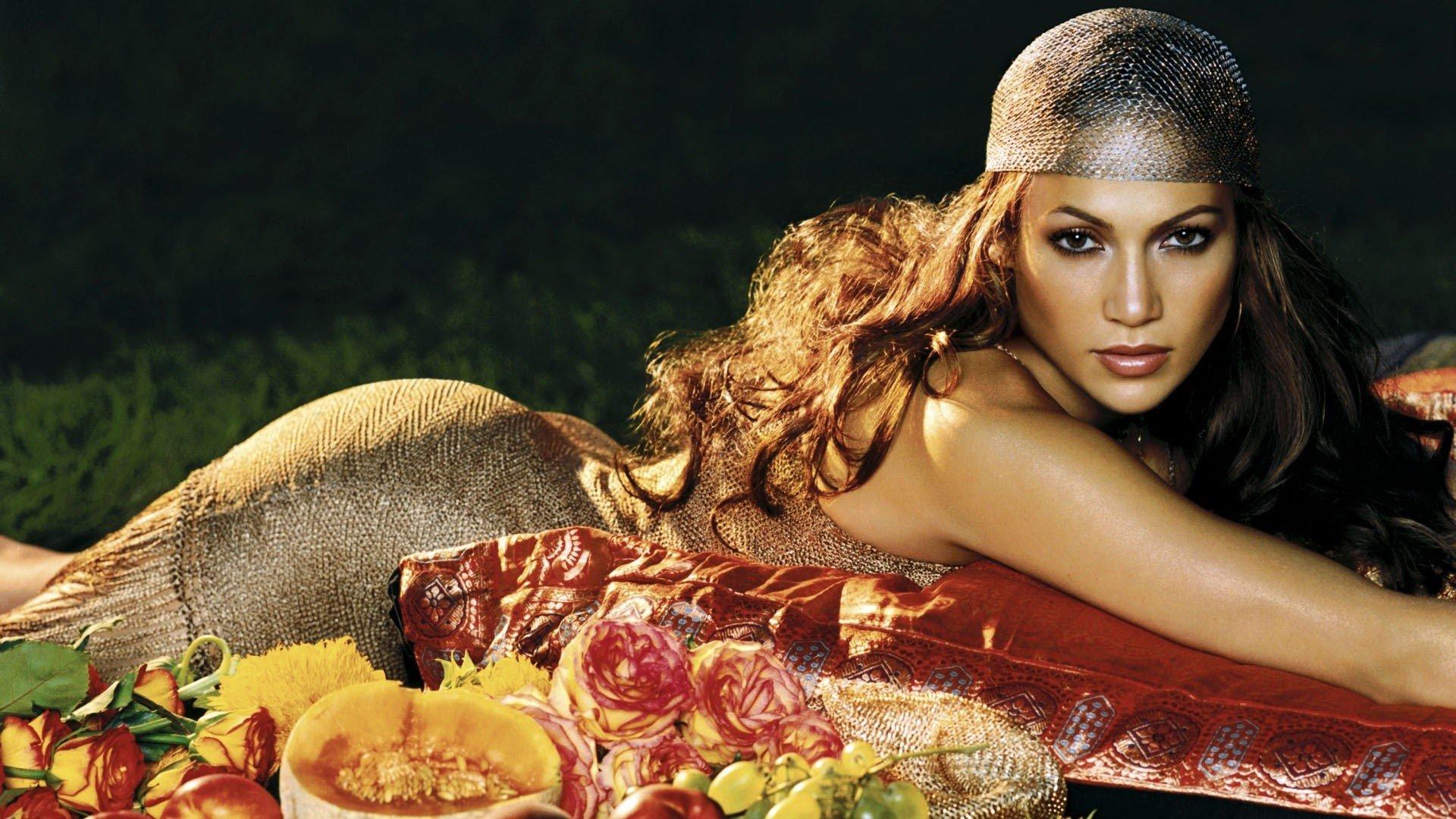Fondos de pantalla Jennifer Lopez con flores