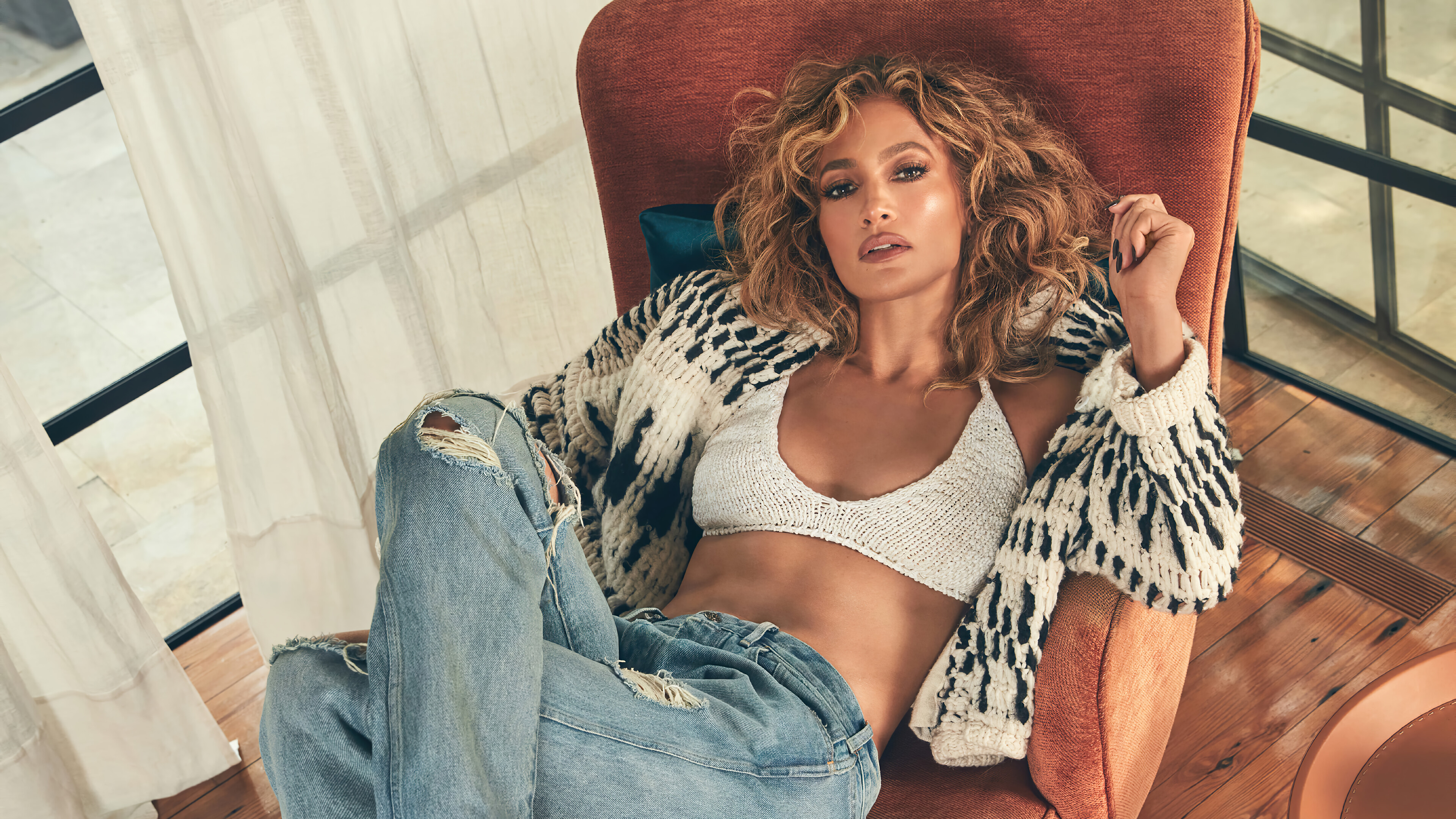 Wallpaper Jennifer Lopez on sofa