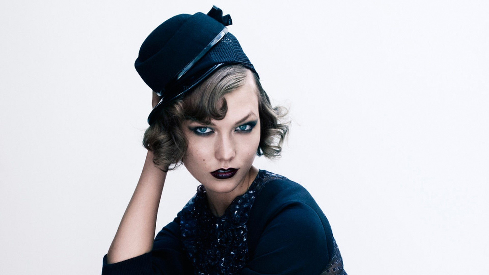 Wallpaper Karlie Kloss with a hat